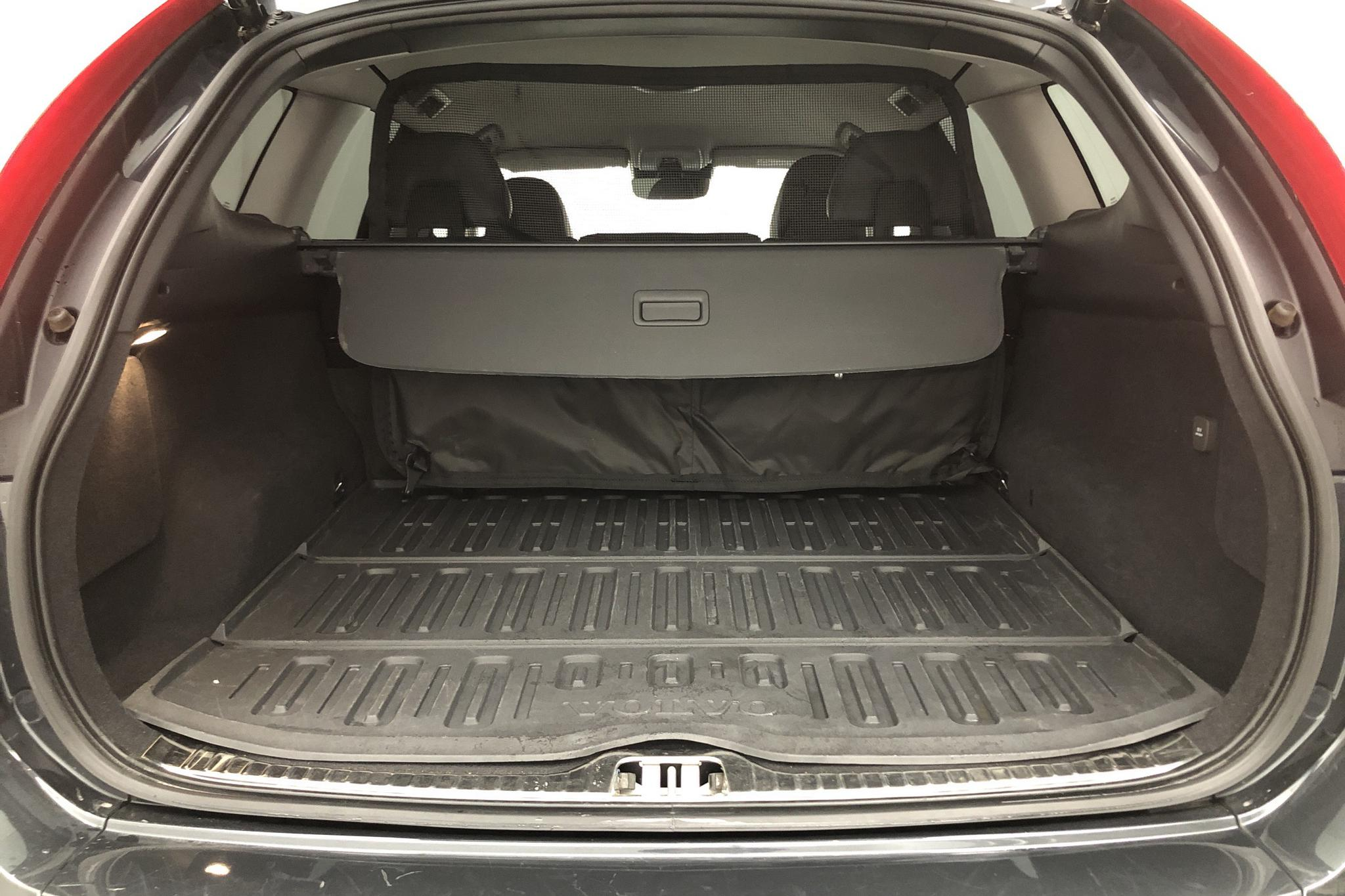 Volvo XC60 D4 AWD (190hk) - 3 167 mil - Automat - grå - 2017