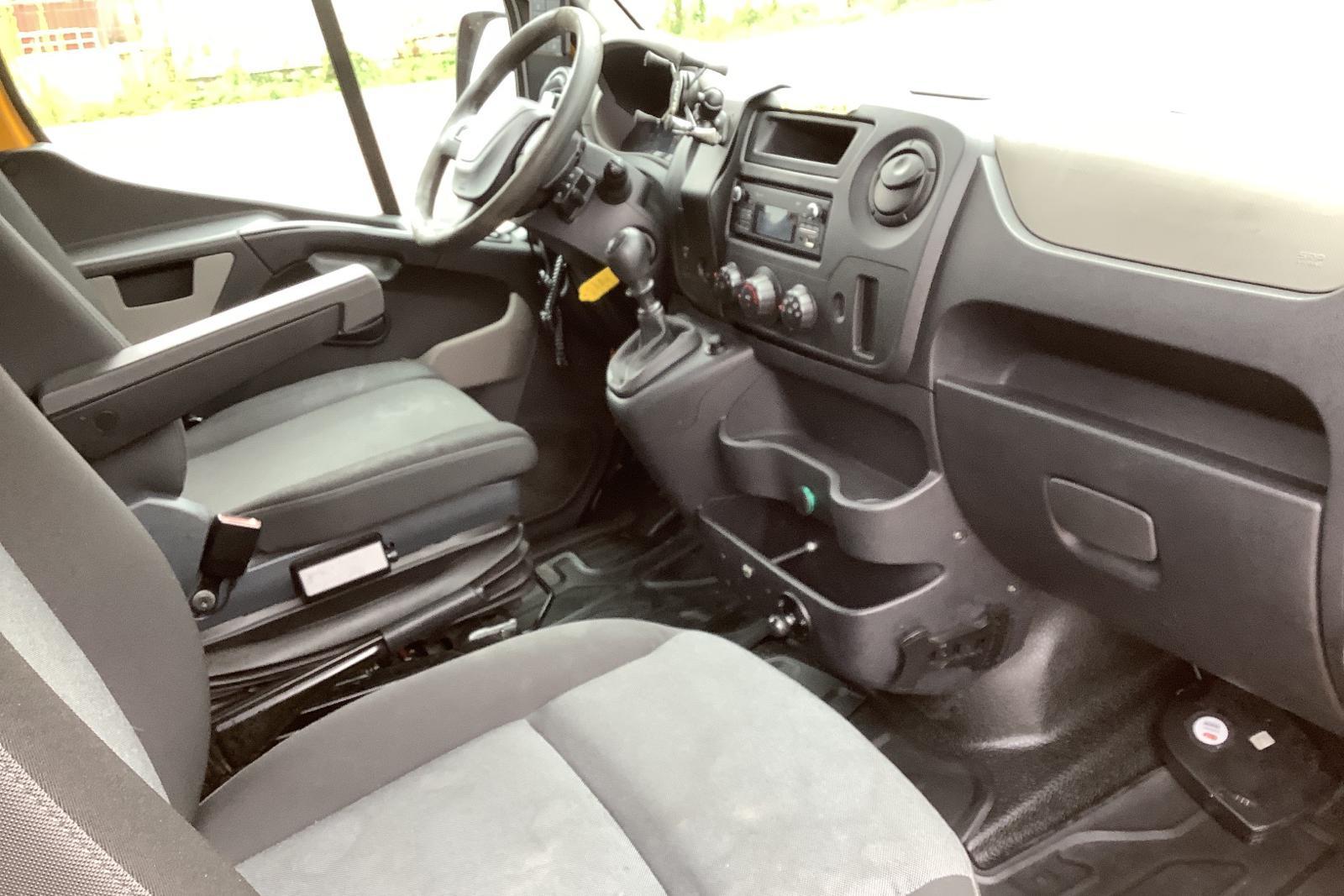 Renault Master 2.3 dCi Pickup/Chassi 2WD (145hk) - 0 mil - Manuell - röd - 2016
