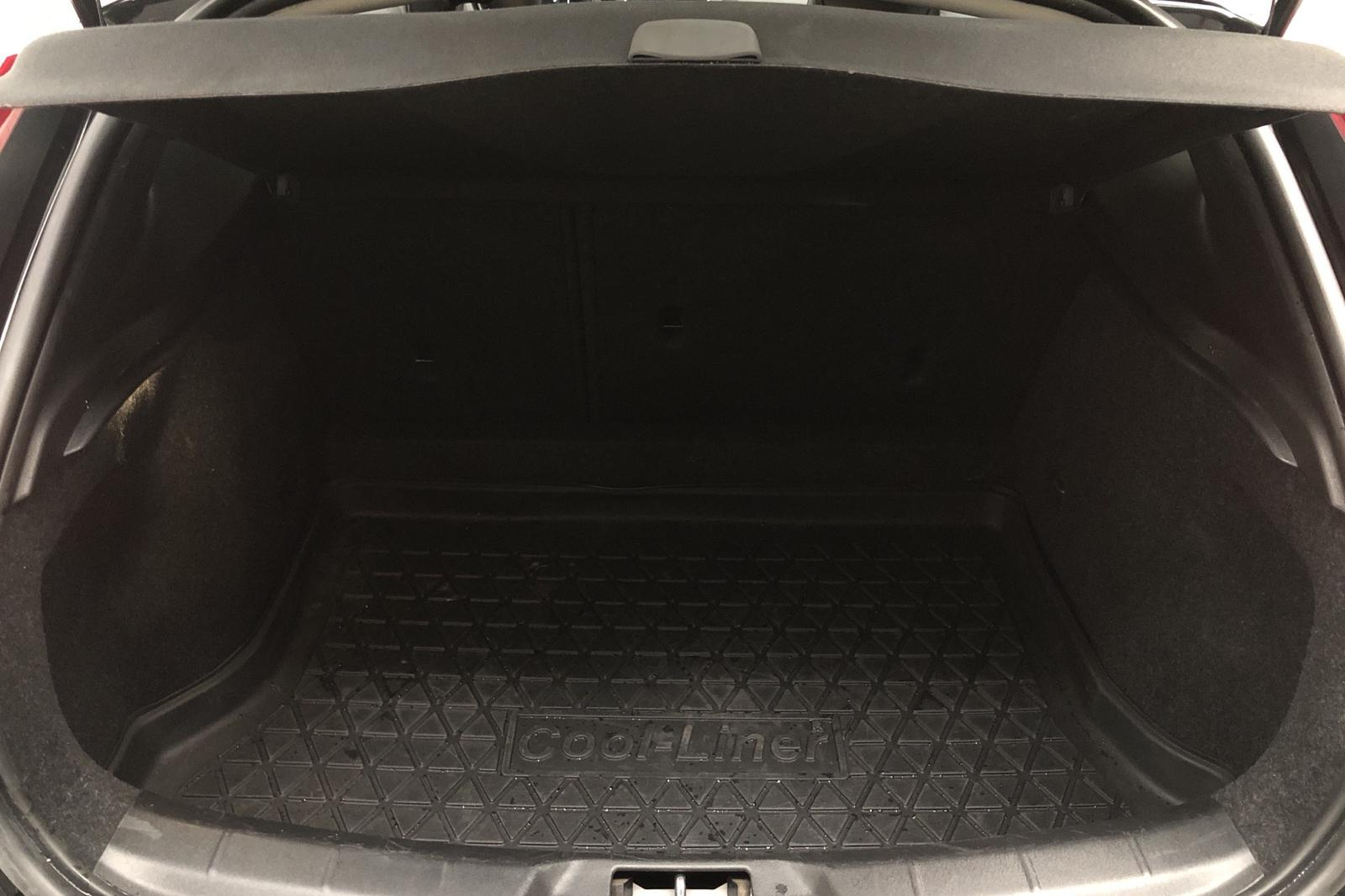 Volvo V40 Cross Country T3 (152hk) - 52 000 km - Automatic - black - 2016