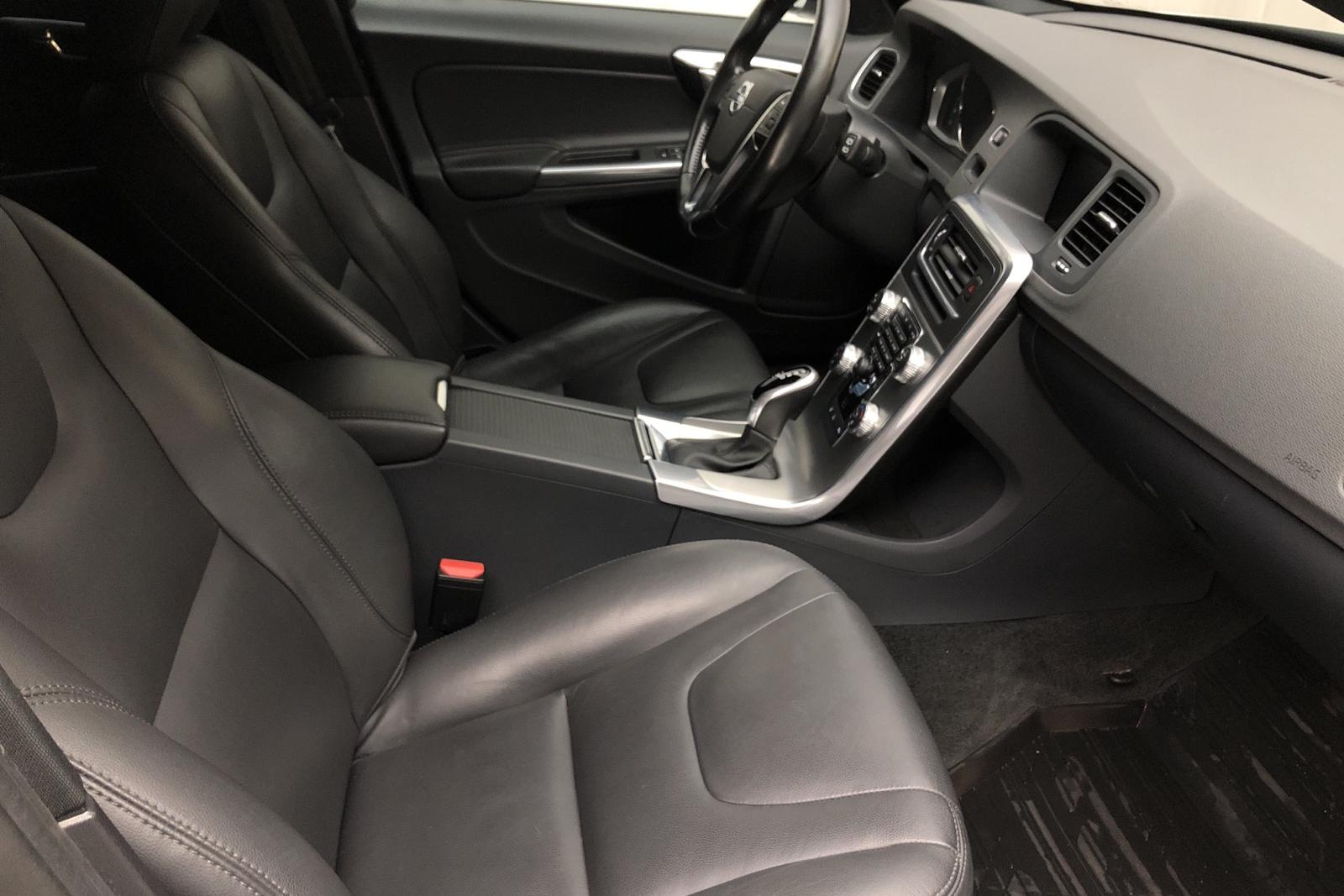Volvo V60 D4 Cross Country (190hk) - 7 100 mil - Automat - silver - 2017