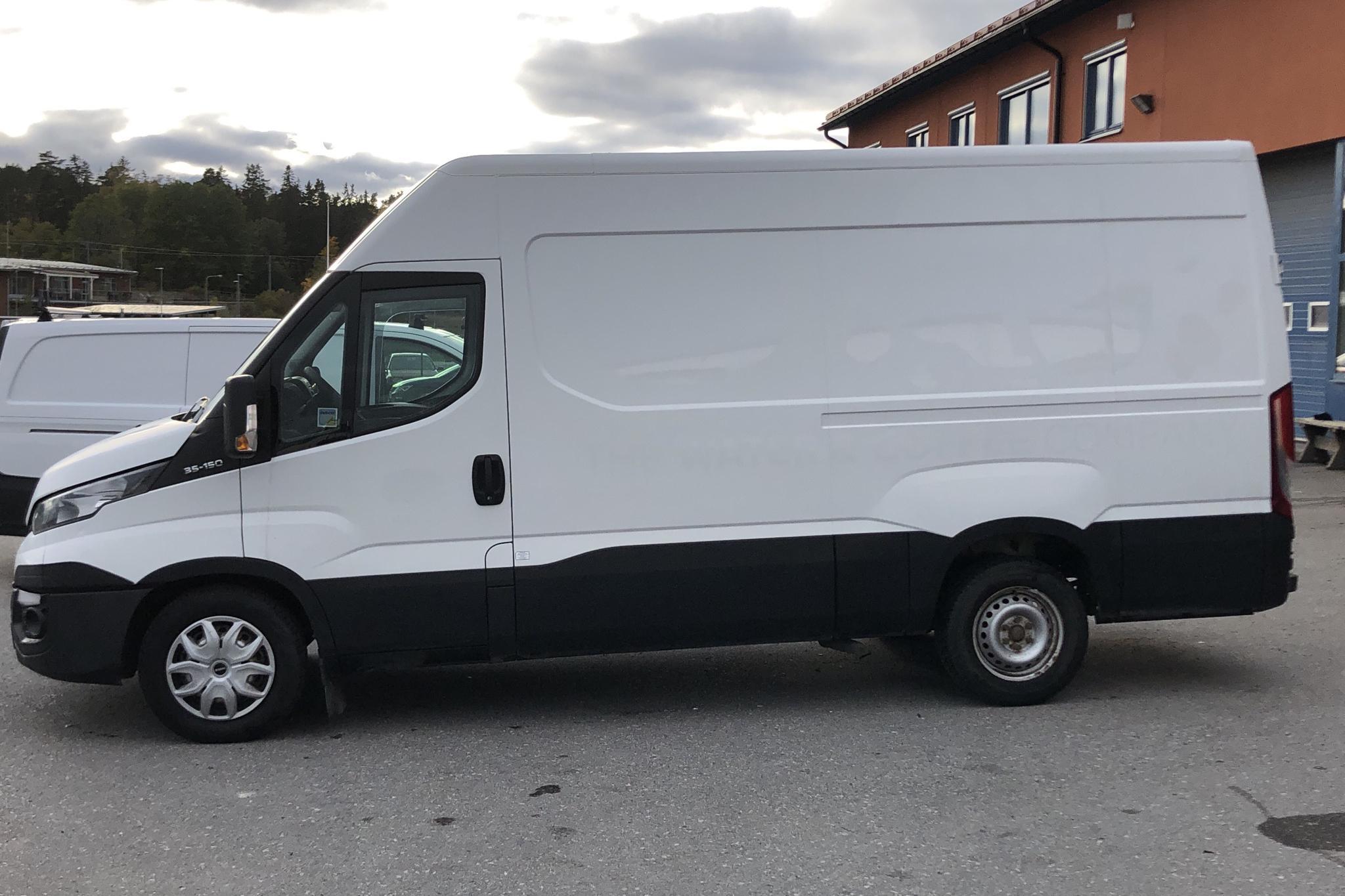Iveco Daily 35 2.3 (146hk) - 200 000 km - Manual - white - 0