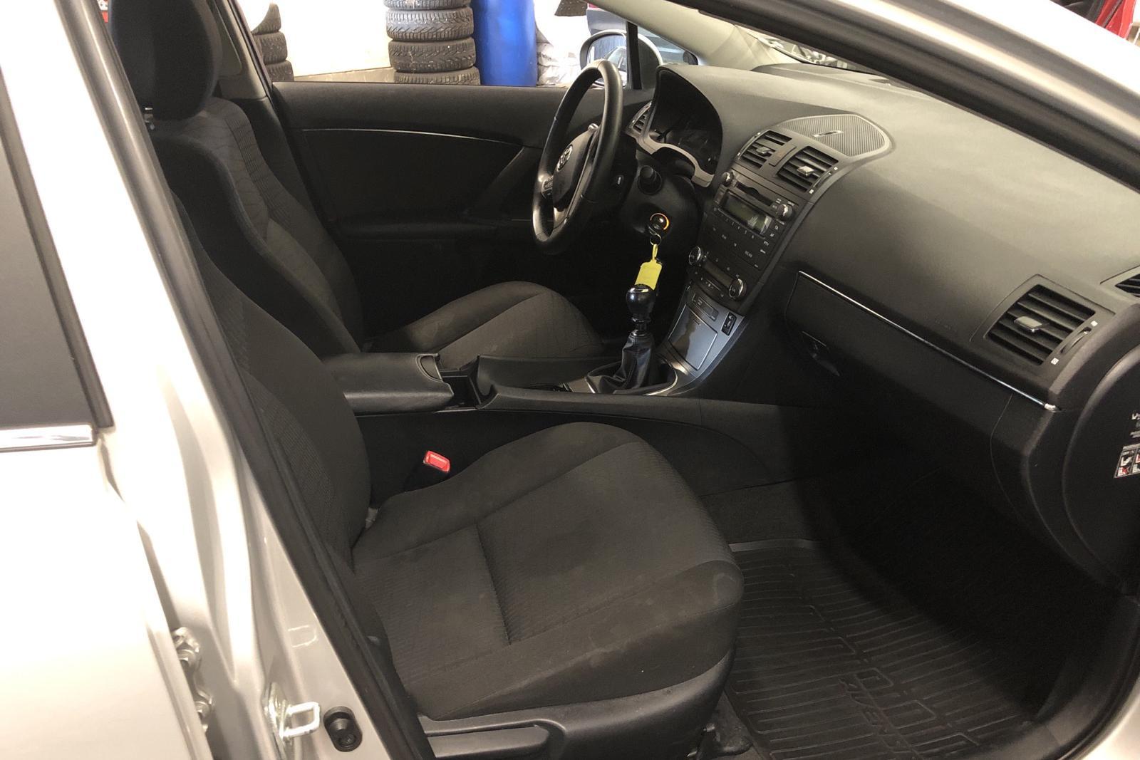 Toyota Avensis 2.0 Kombi (152hk) - 120 000 km - Manual - silver - 2009