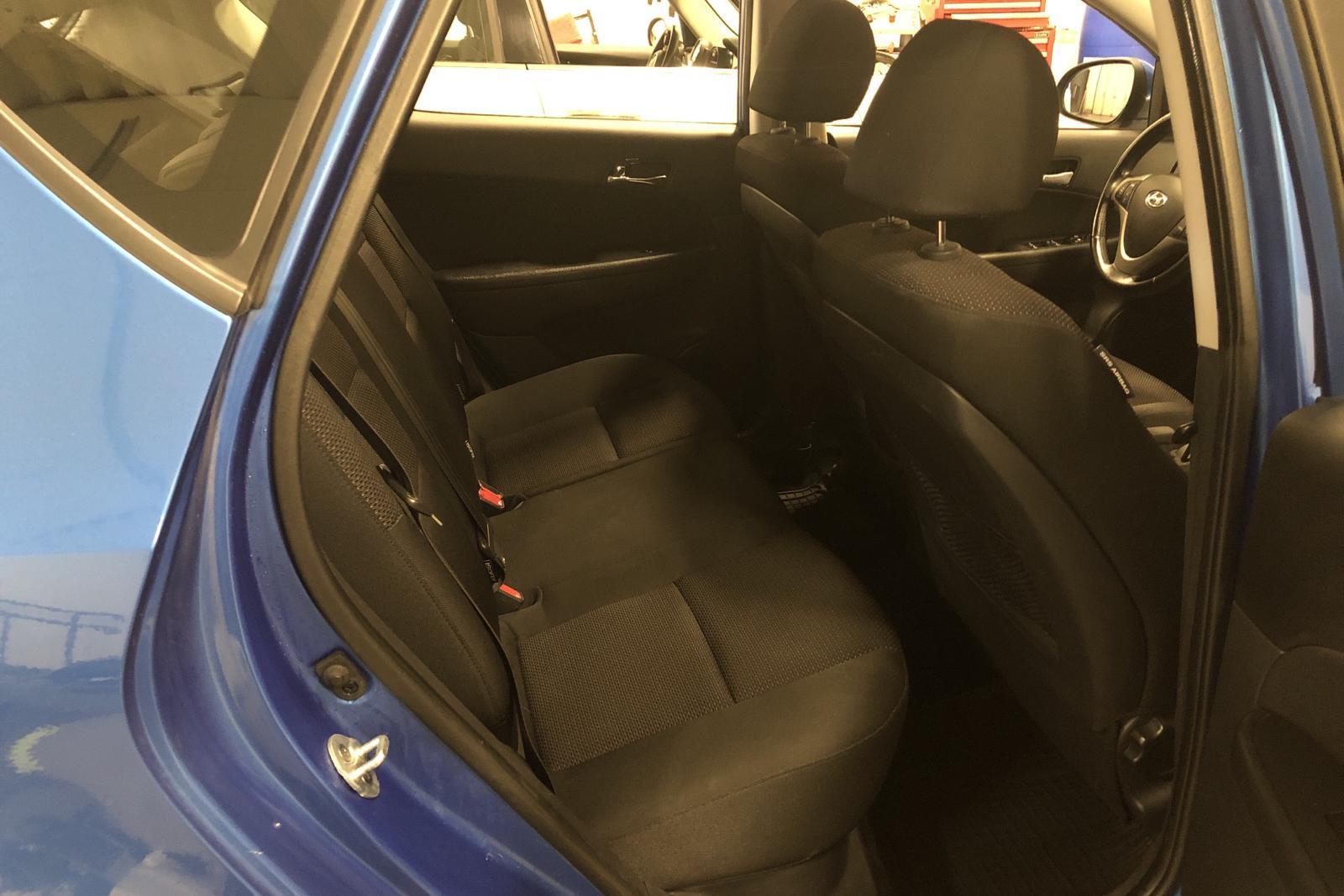 Hyundai i30 1.6 CRDi 5dr (115hk) - 136 360 km - Manual - blue - 2010