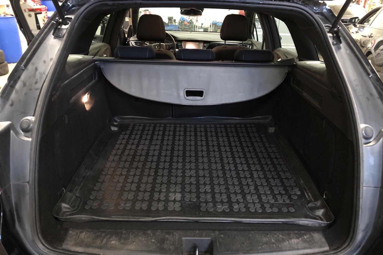 Opel Astra 1.4 Turbo ECOTEC SportsTourer (150hk) - 32 000 km - black - 2017