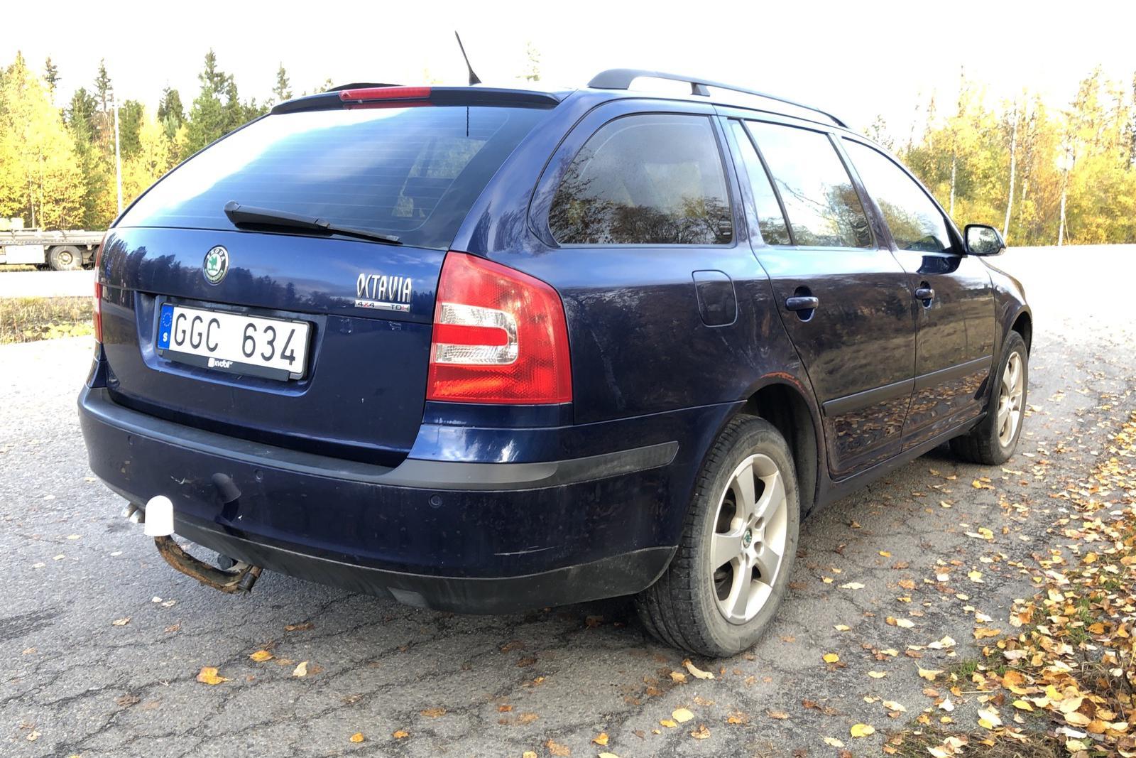 Skoda Octavia II 2.0 TDI Kombi 4X4 (140hk) - 18 800 mil - Manuell - Dark Blue - 2008