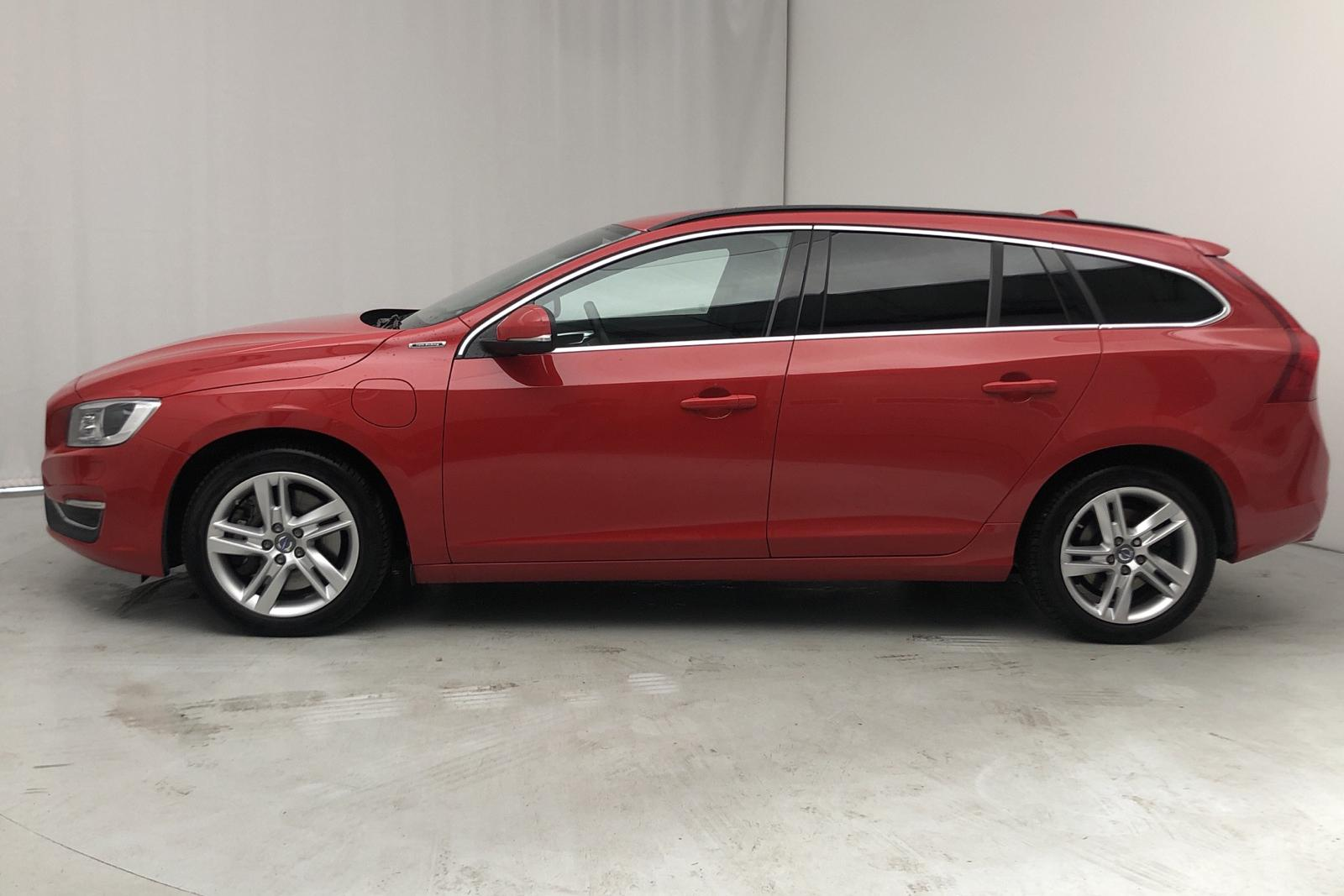 Volvo V60 D5 AWD Twin Engine (163hk) - 40 927 km - Automatic - red - 2016