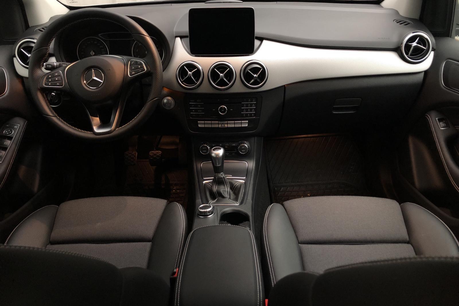 Mercedes B 180 W246 (122hk) - 1 250 mil - silver - 2017