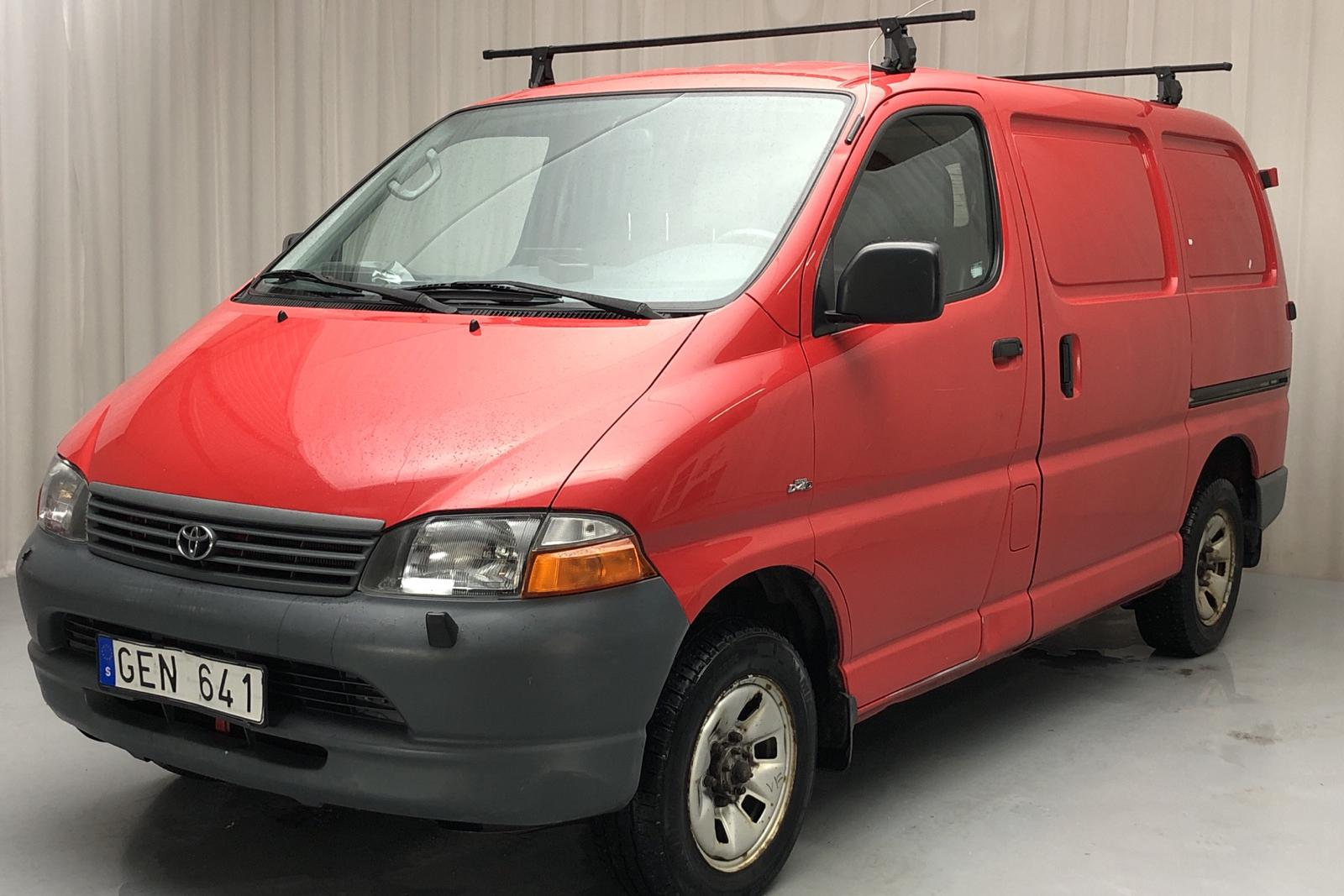 Toyota Hiace 2.5 D-4D 4WD (100hk) - 180 490 km - Manual - red - 2006