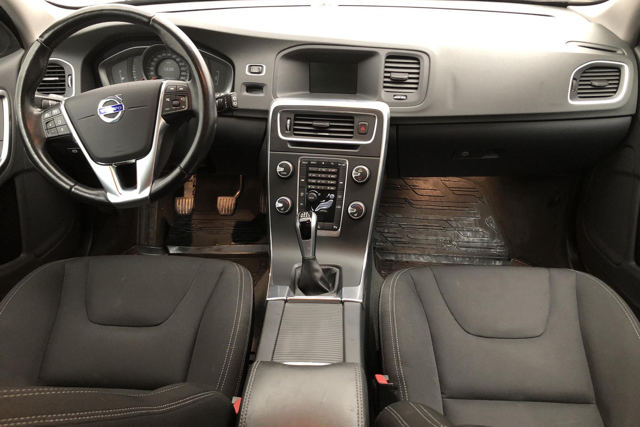 Volvo V60 T3 (152hk) - 3 052 mil - Manuell - svart - 2017