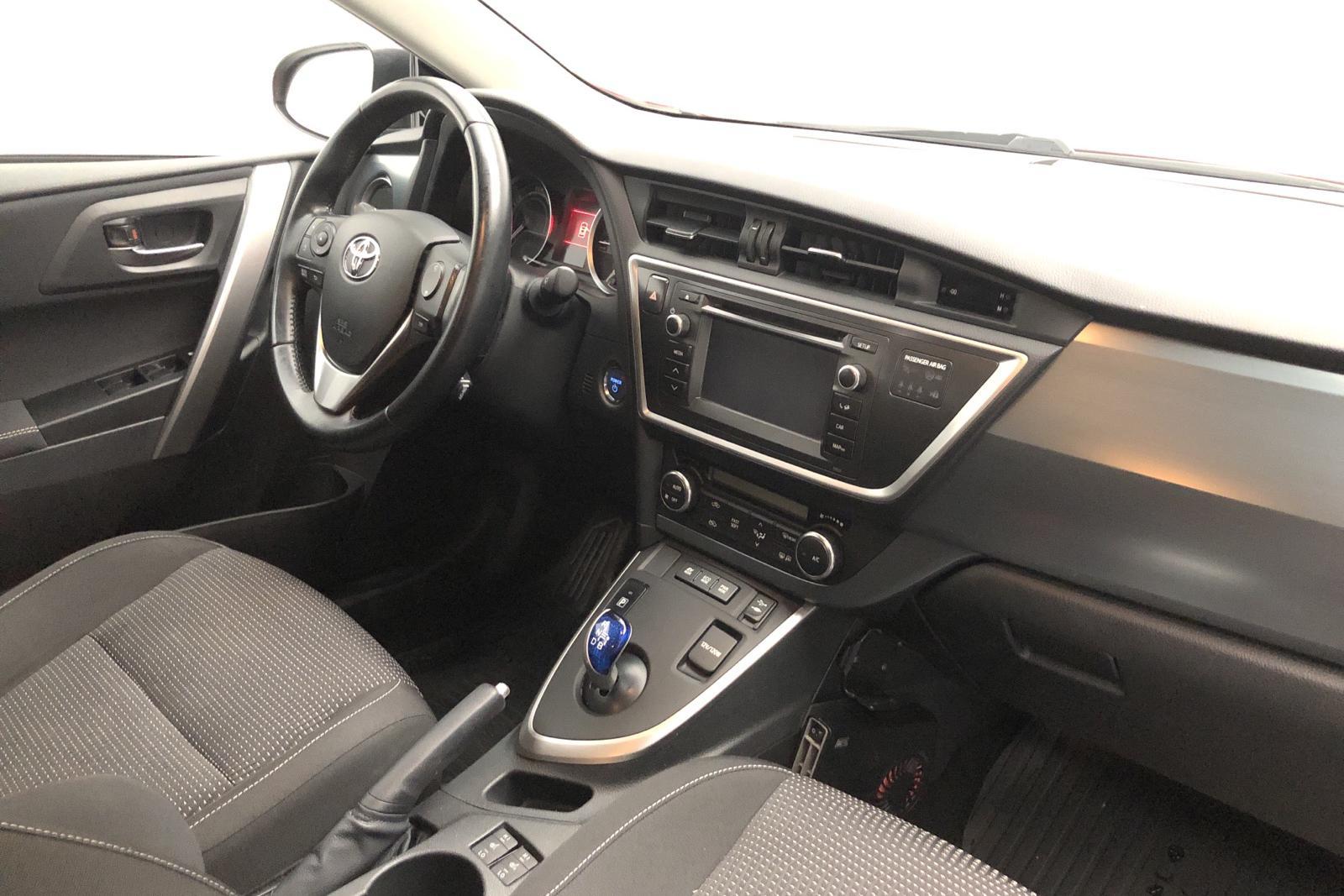 Toyota Auris 1.8 HSD 5dr (99hk) - 0 mil - Automat - Dark Red - 2014