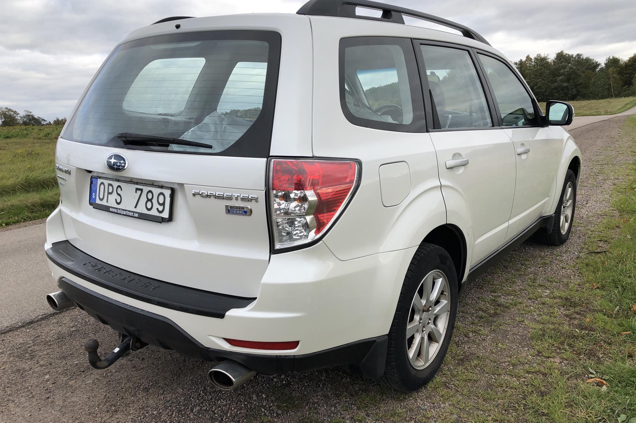 Subaru Forester 2.0D (147hk) - 16 000 mil - vit - 2011