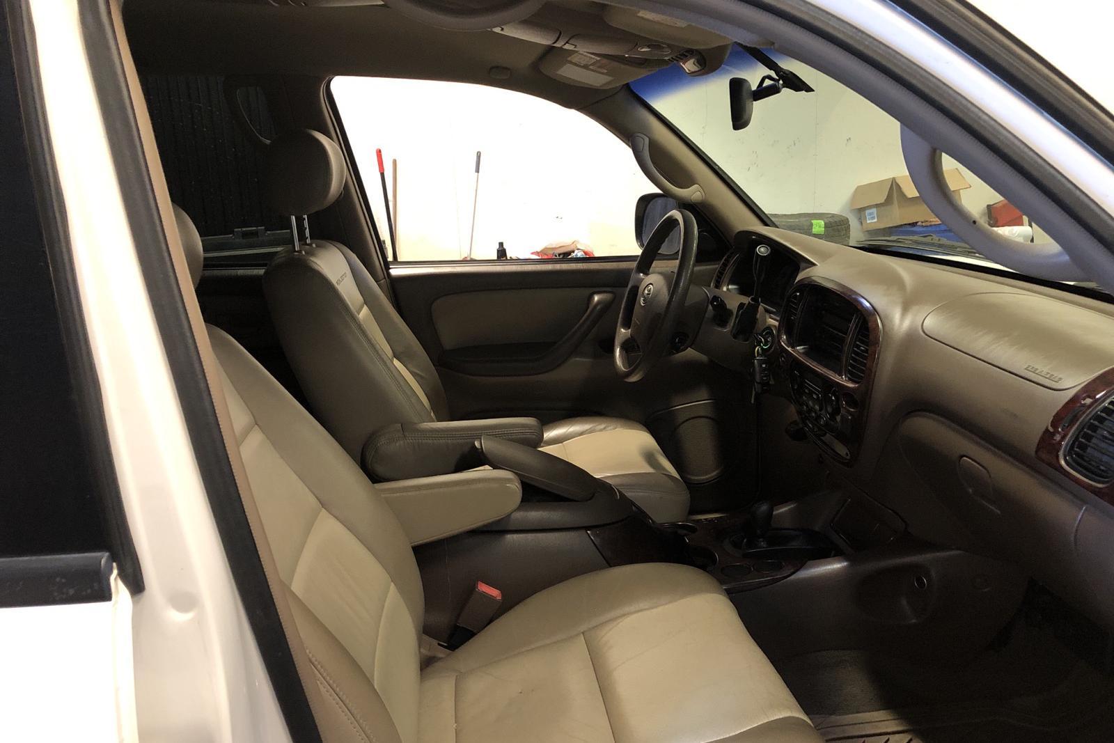 Toyota Sequoia 4.7 V8 4WD (243hk) - 27 000 mil - Automat - vit