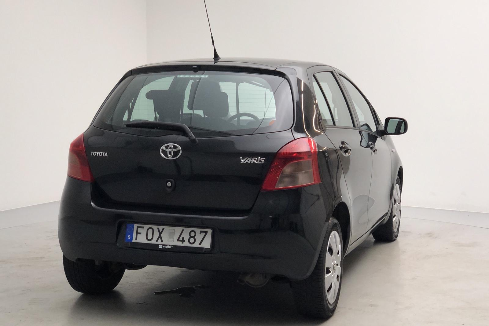 Toyota Yaris 1.3 5dr (87hk) - 14 000 mil - Manuell - svart - 2007