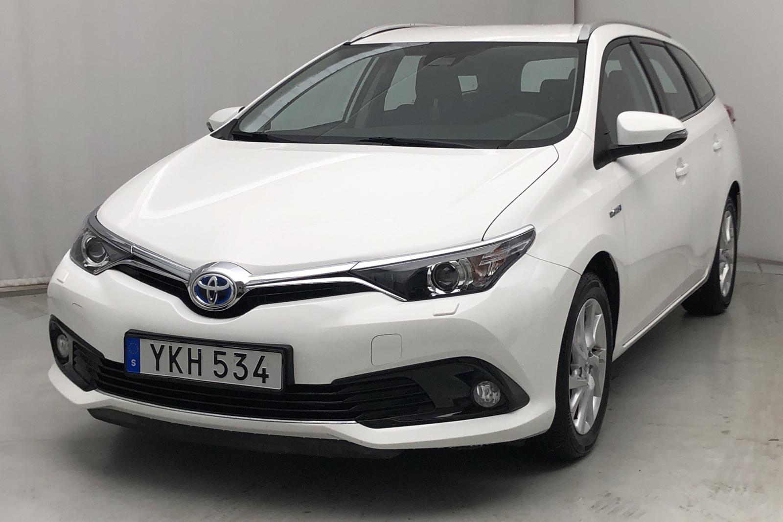 Toyota Auris 1.8 HSD Touring Sport (99hk) - 35 000 km - Automatic - white - 2017