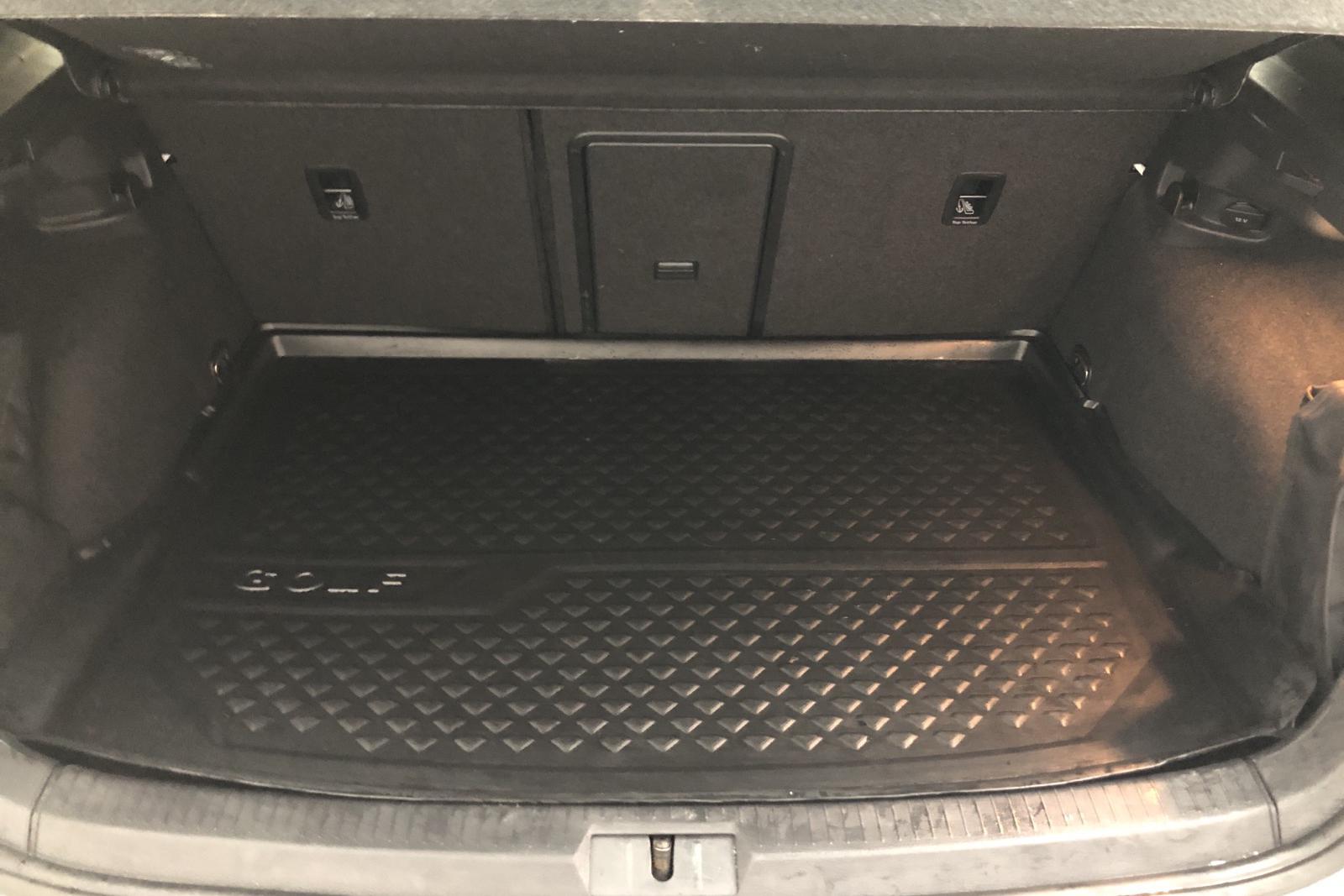 VW Golf VII 1.4 GTE Plug-in-Hybrid 5dr (204hk) - 14 000 mil - Automat - vit - 2016