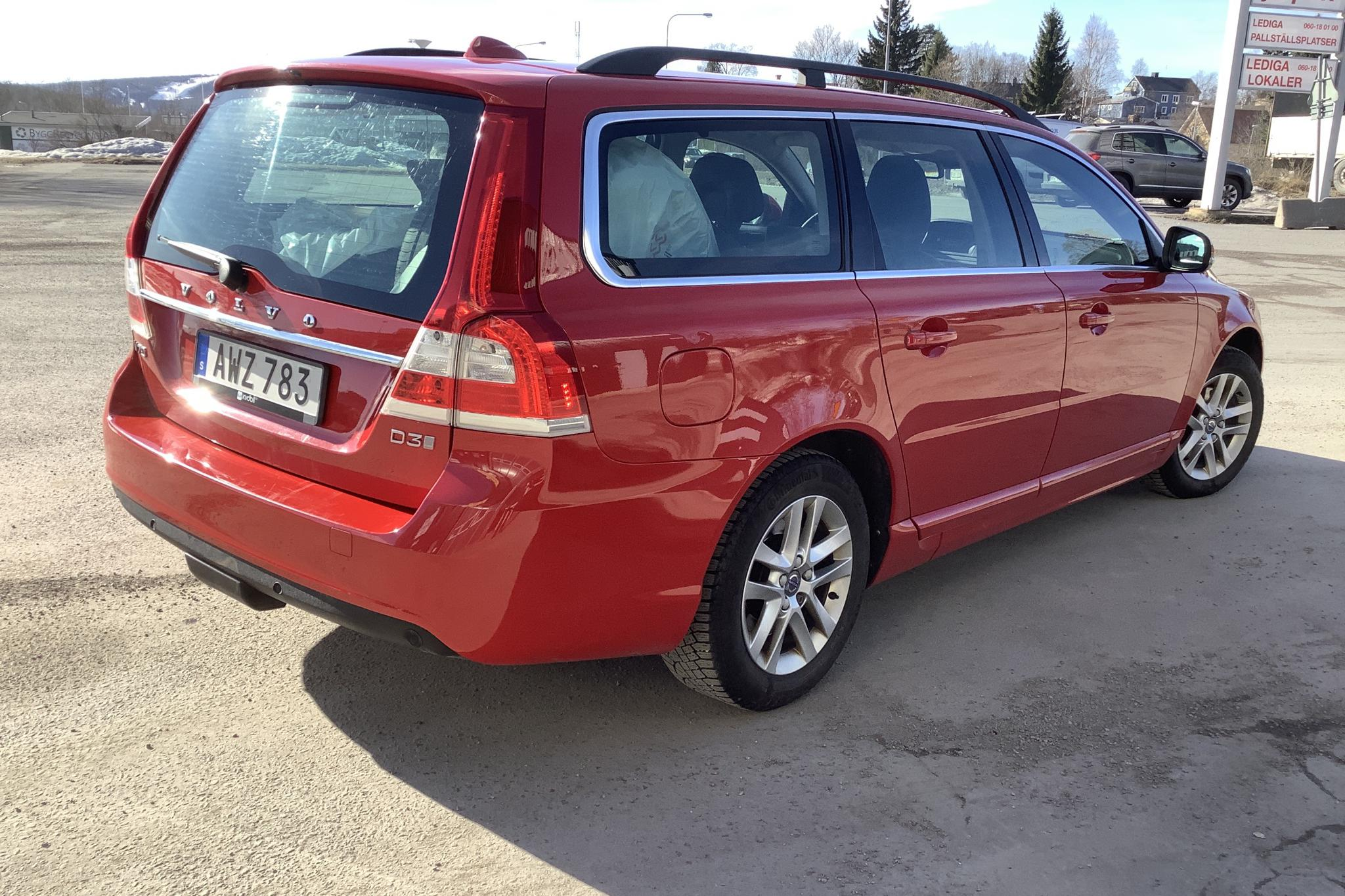 Volvo V70 II D3 (150hk) - 80 510 km - Automatic - red - 2016