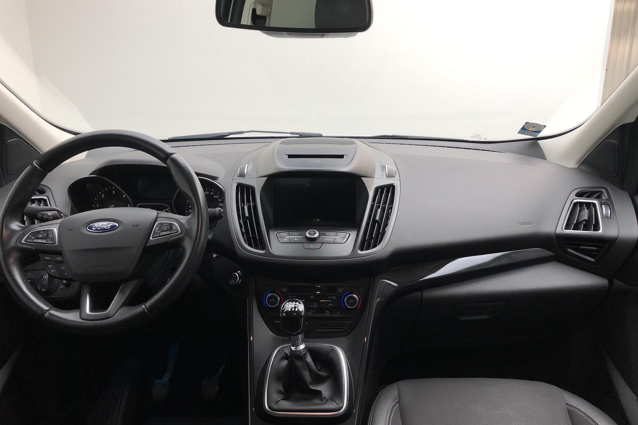 Ford Kuga 1.5 TDCi 2WD (120hk) - 5 900 mil - Manuell - vit - 2018