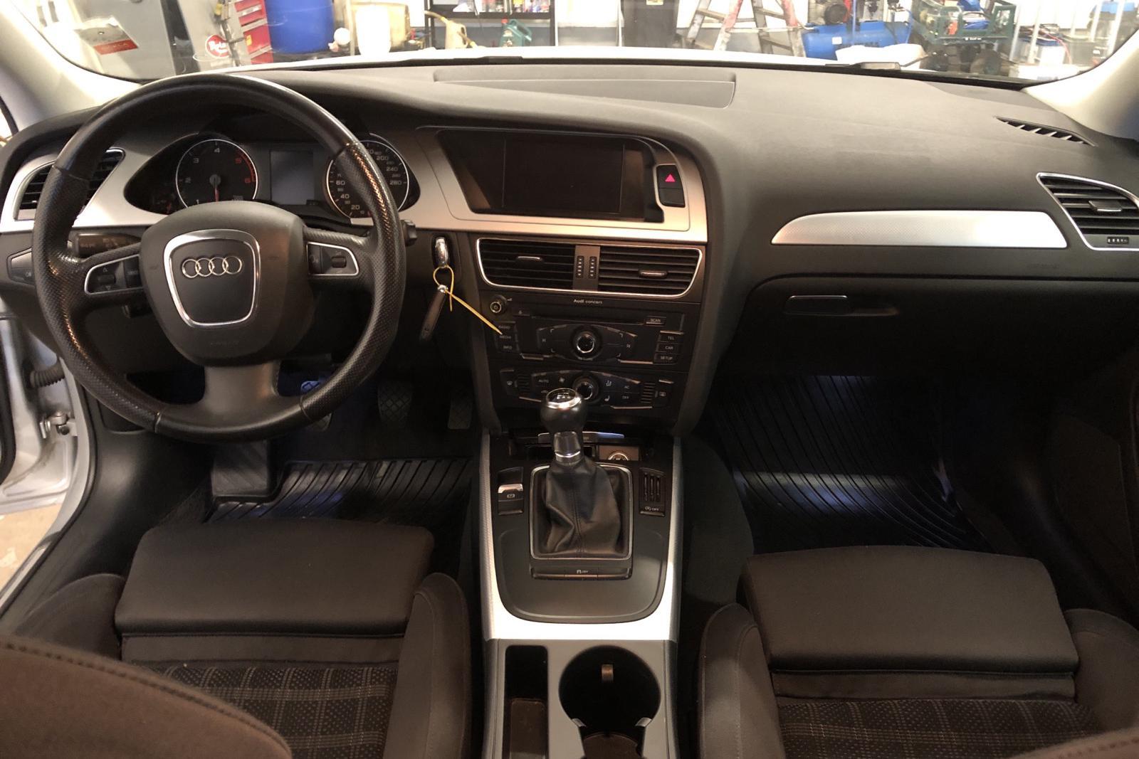 Audi A4 2.0 TDI e Avant (136hk) - 151 720 km - Manual - silver - 2011