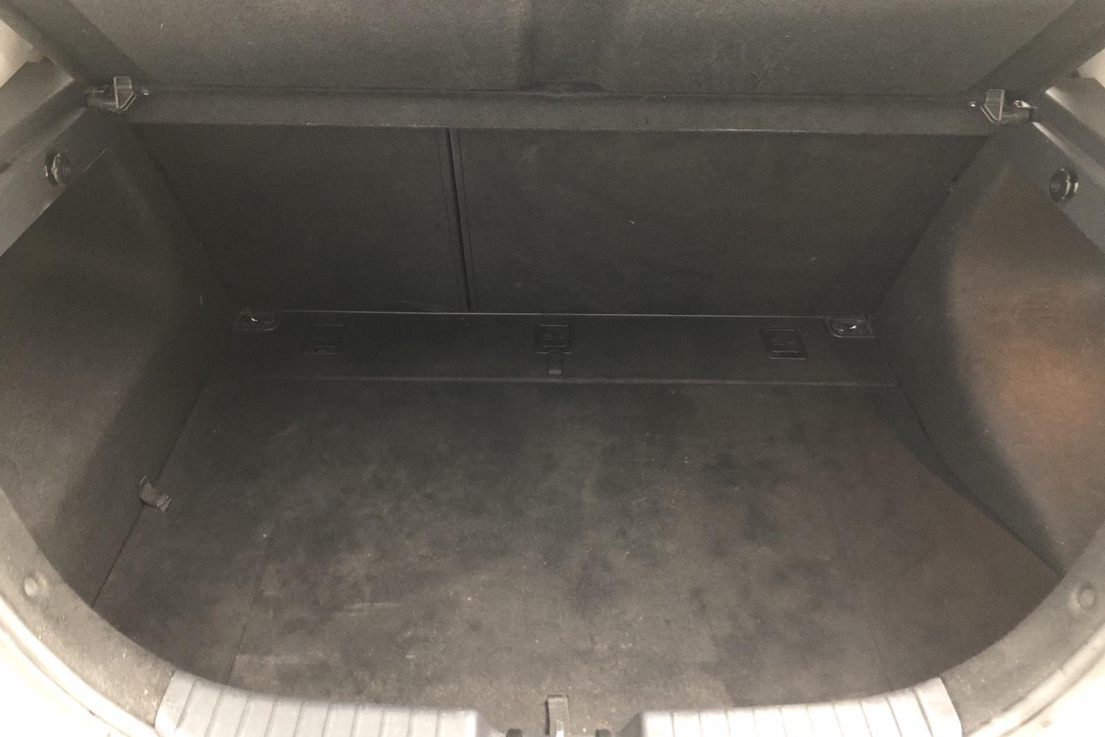 Hyundai i30 1.6 CRDi 5dr (90hk) - 77 240 km - Manual - white - 2008