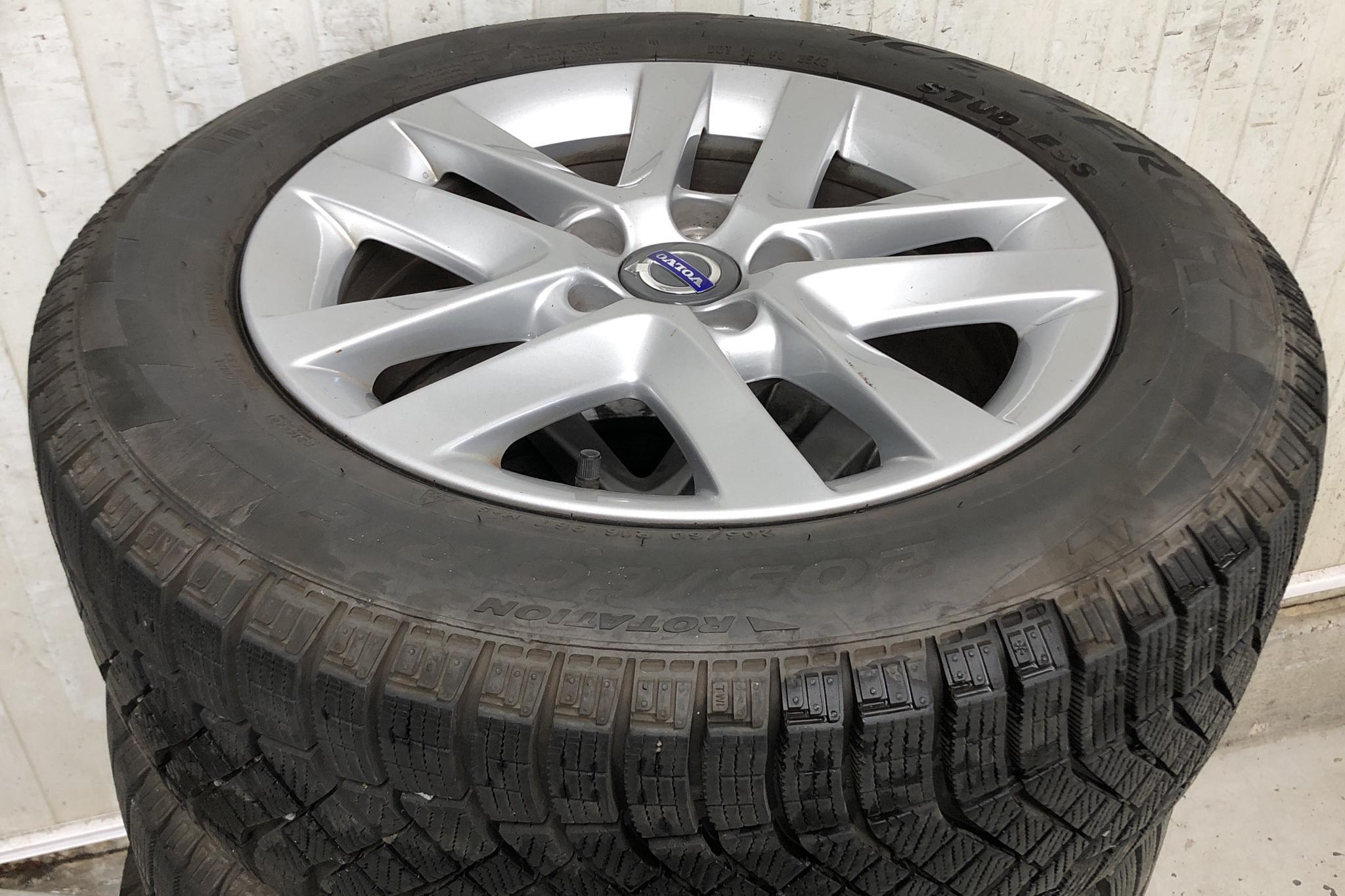 Volvo V40 D3 (150hk) - 16 743 mil - Automat - svart - 2013