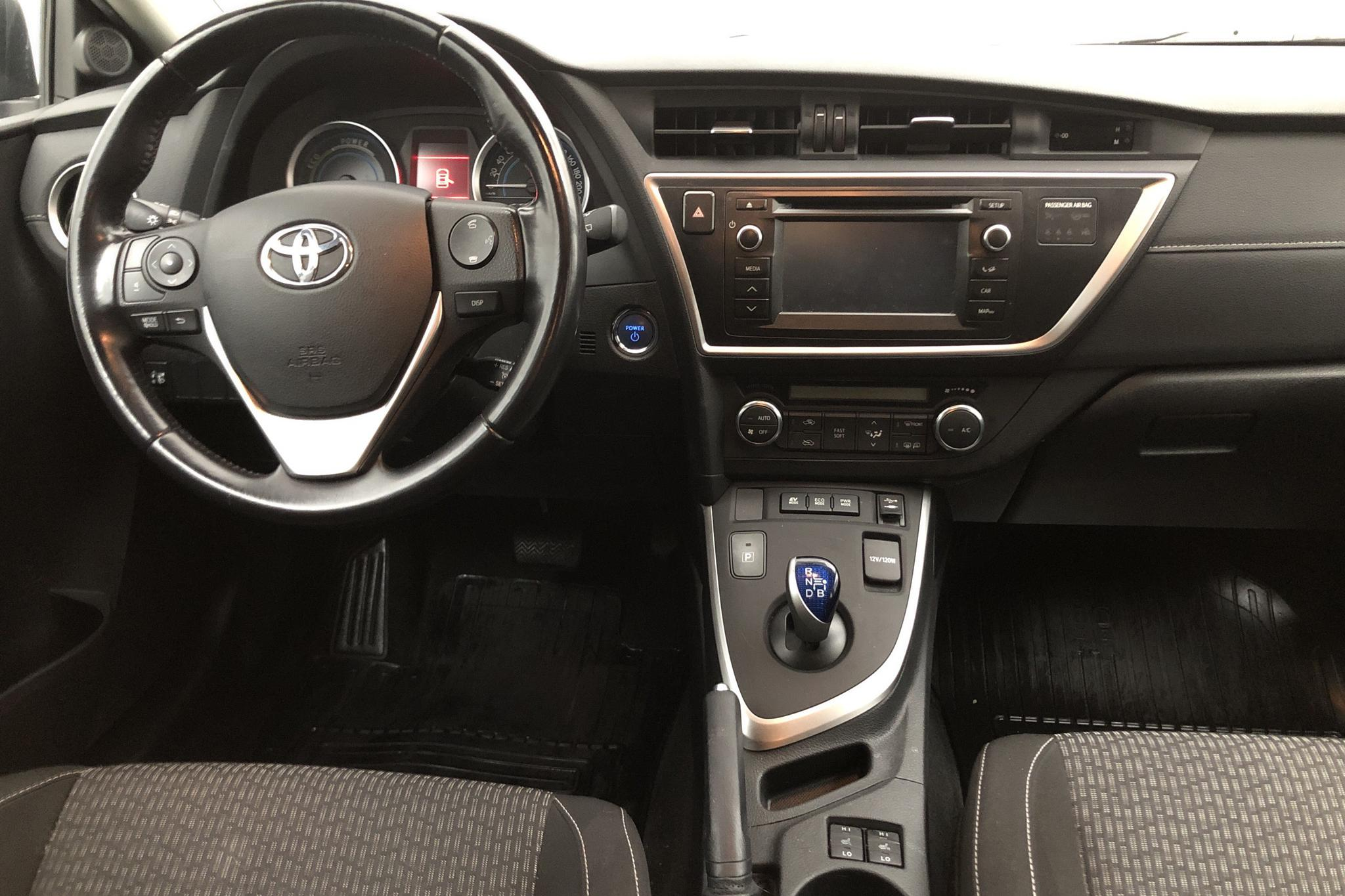 Toyota Auris 1.8 HSD Touring Sports (99hk) - 96 000 km - Automatic - brown - 2015