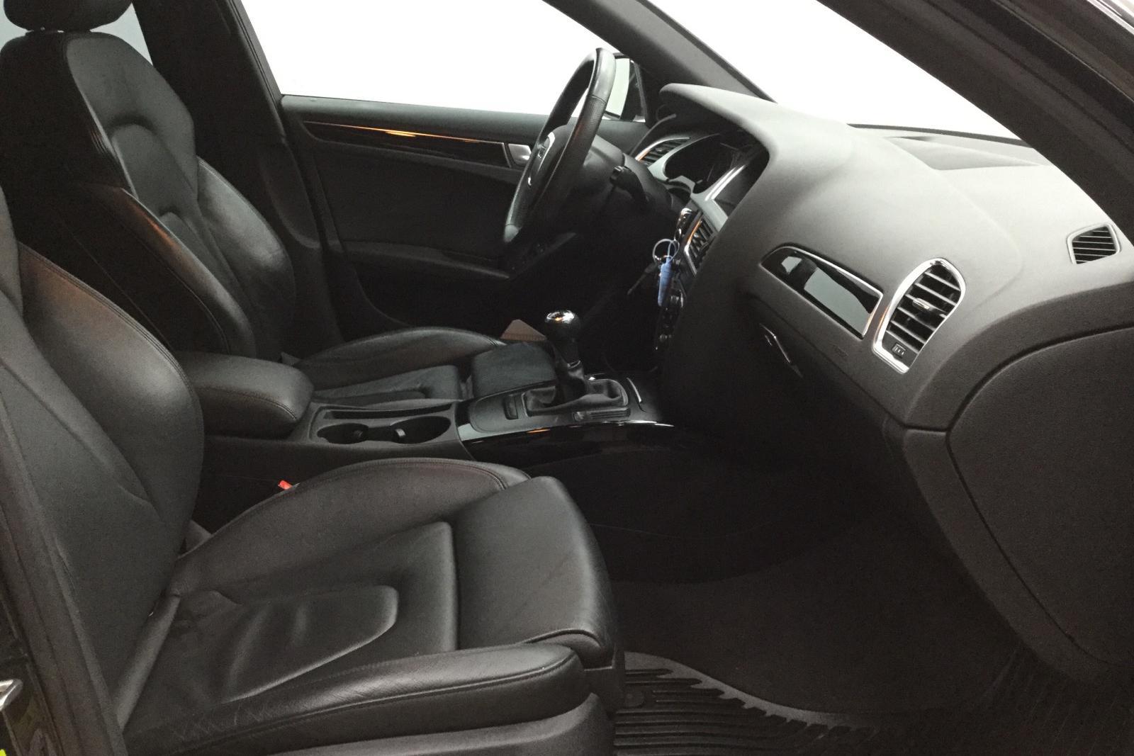 Audi A4 2.0 TFSI (180hk) - 8 400 mil - Manuell - svart - 2010