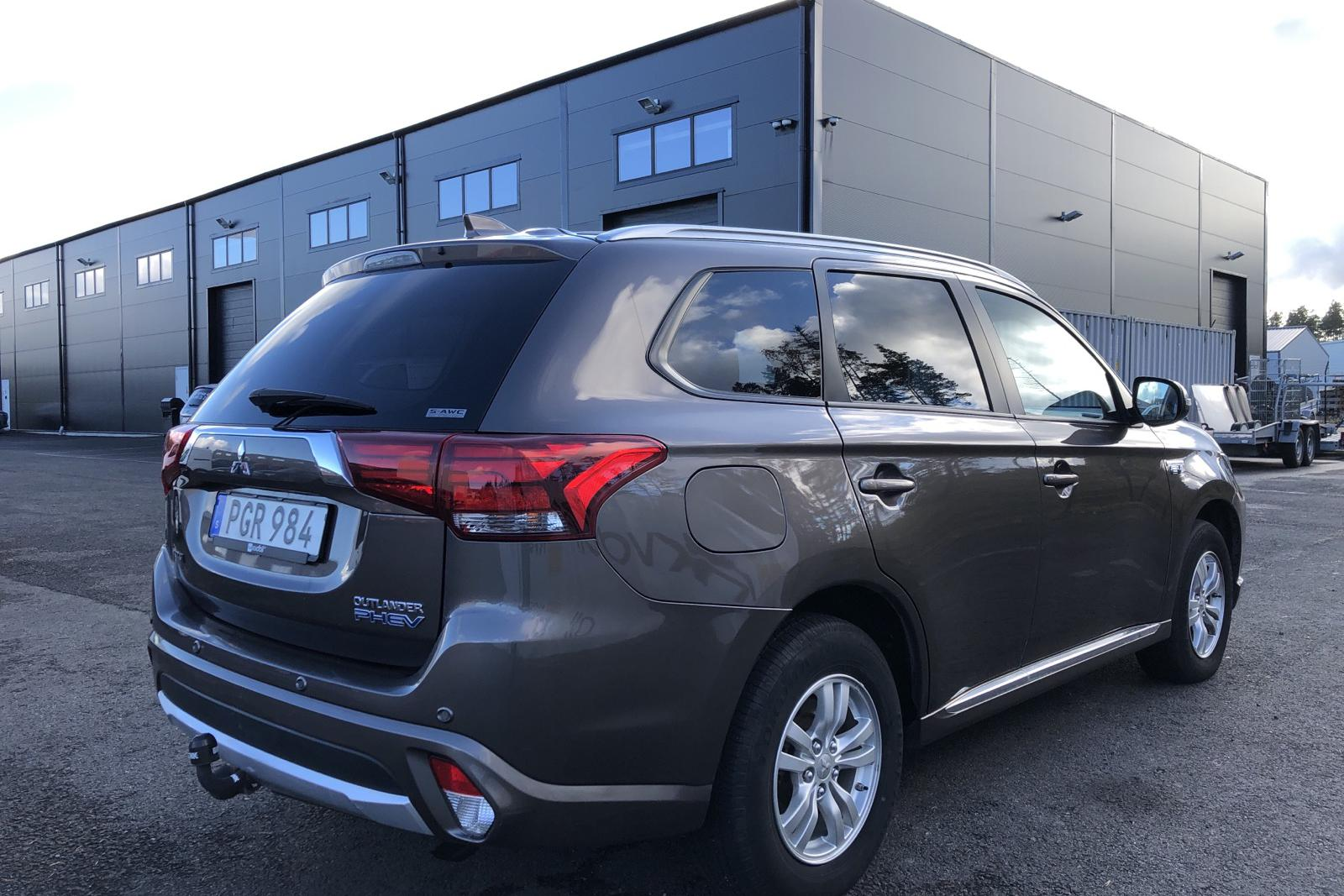Mitsubishi Outlander 2.0 Plug-in Hybrid 4WD (121hk) - 91 000 km - Automatic - brown - 2017