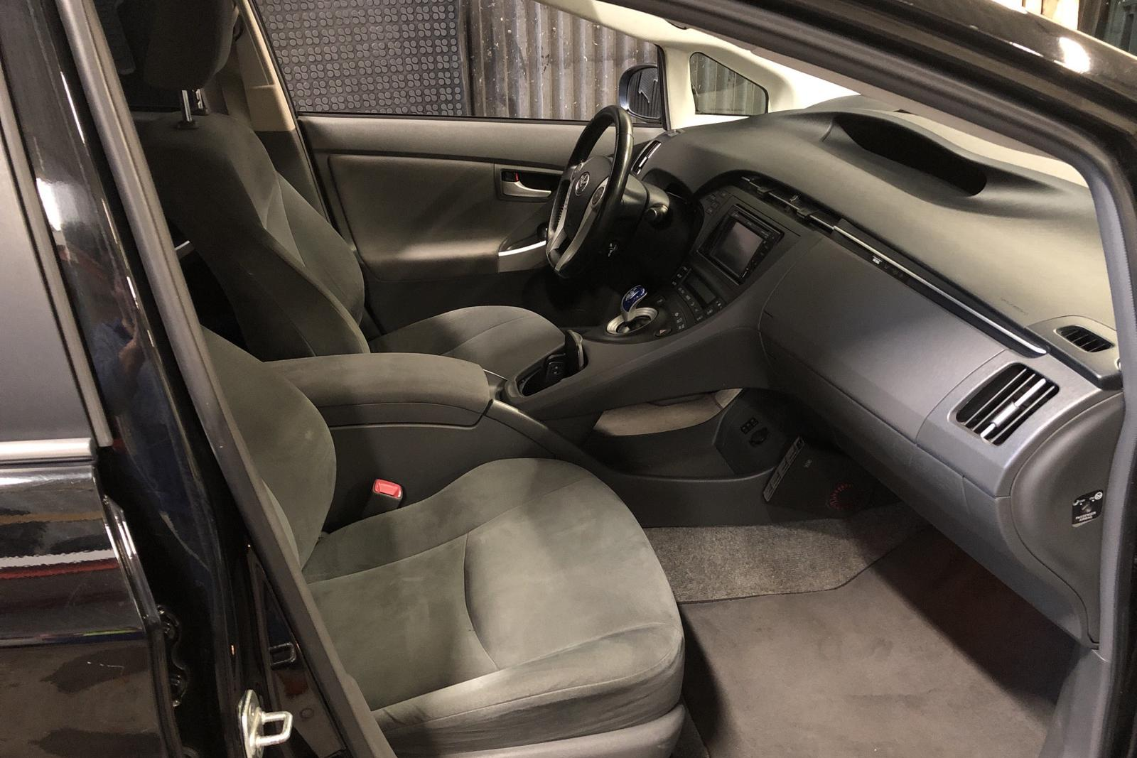 Toyota Prius 1.8 Hybrid (99hk) - 18 300 mil - Automat - svart - 2011