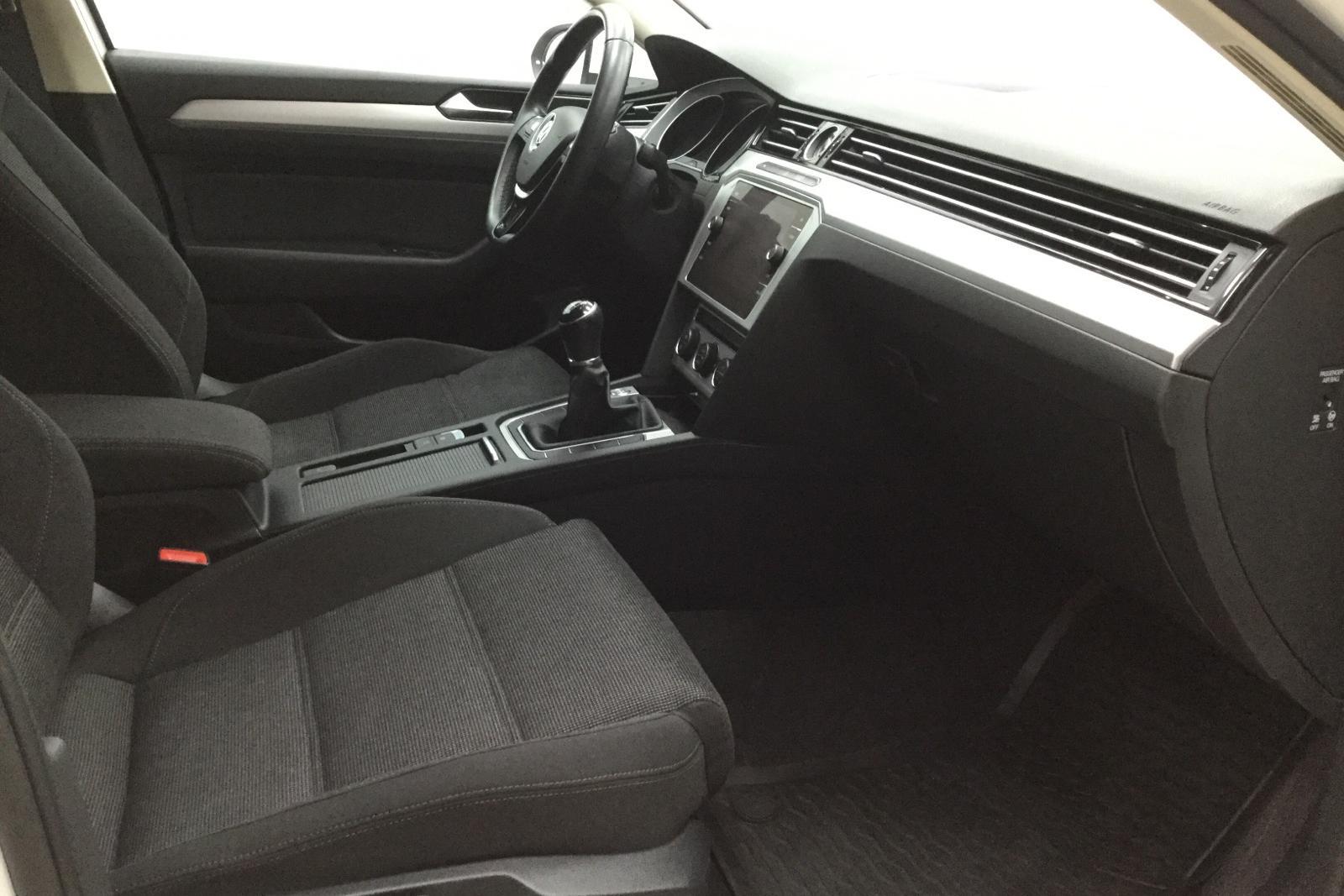 VW Passat 2.0 TDI Sportscombi (150hk) - 13 400 mil - Manuell - vit - 2018