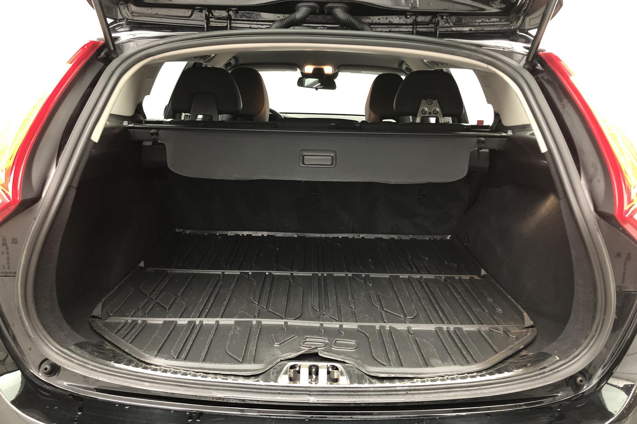 Volvo V60 D3 Cross Country (150hk) - 0 mil - Manuell - svart - 2016