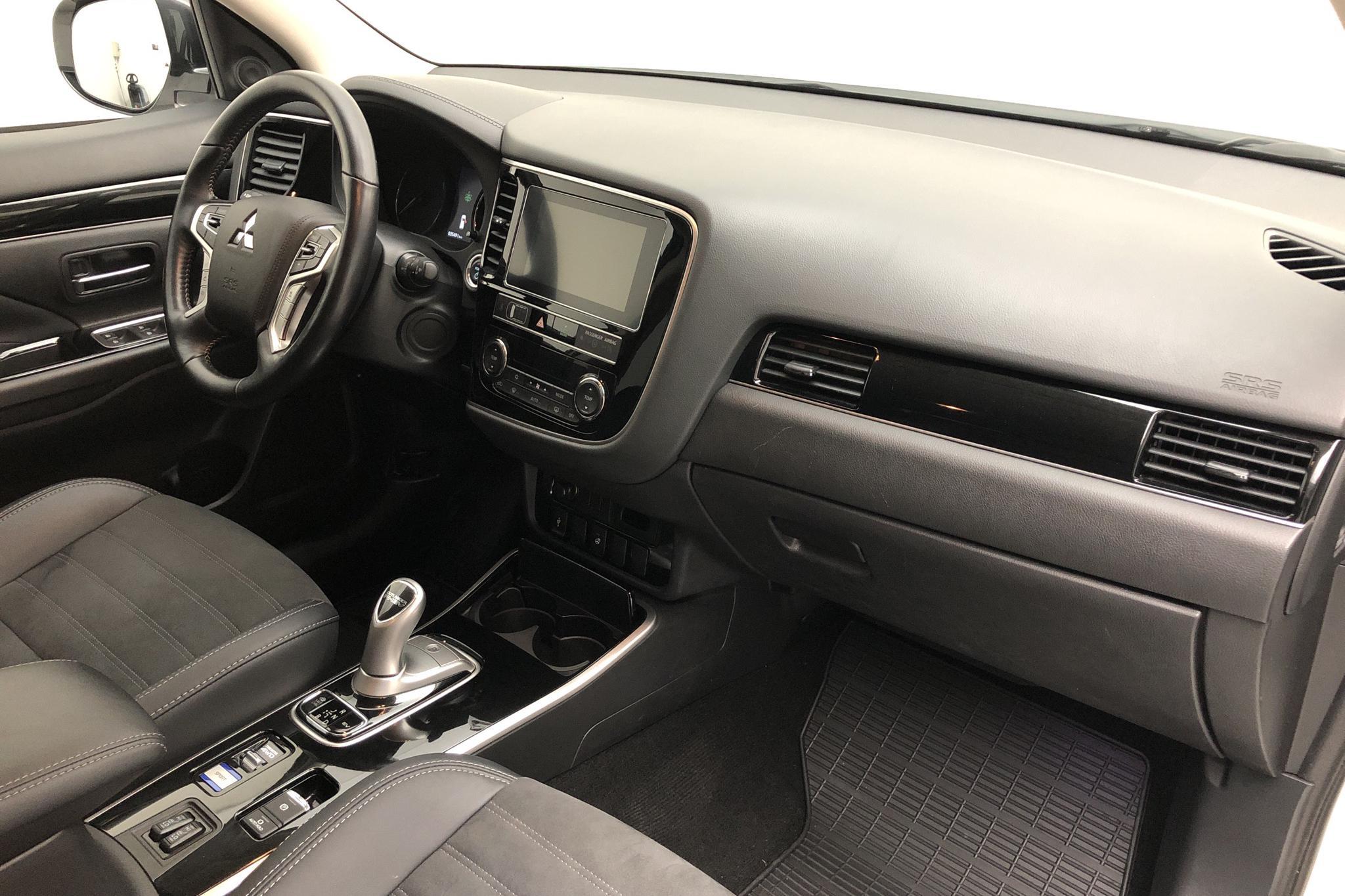 Mitsubishi Outlander 2.4 Plug-in Hybrid 4WD (136hk) - 0 km - Automatic - white - 2019