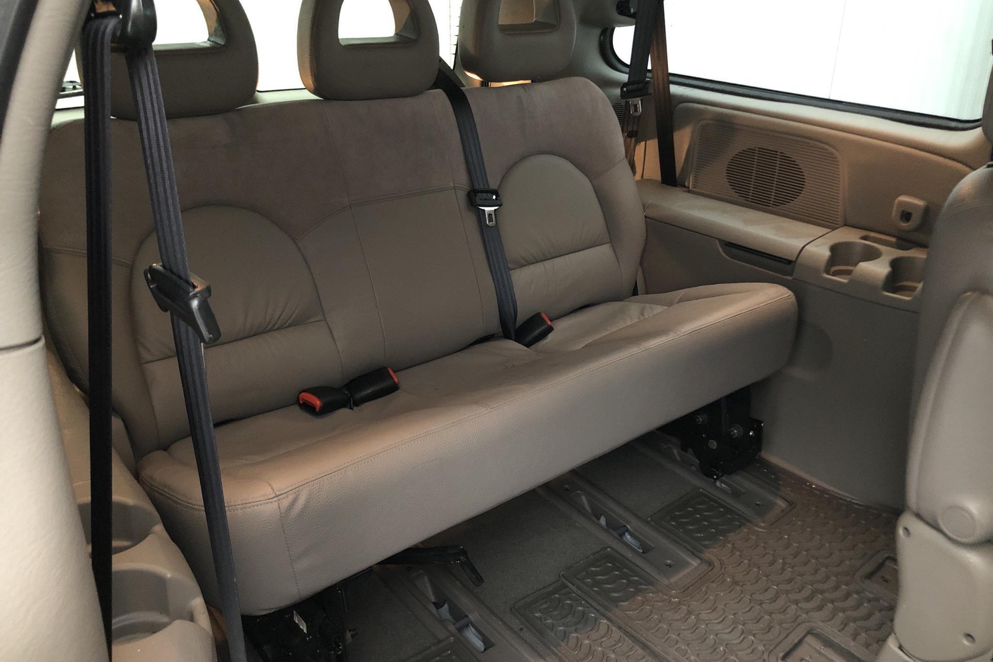 Chrysler Grand Voyager 3.3 AWD (174hk) - 6 100 mil - Automat - blå - 2003
