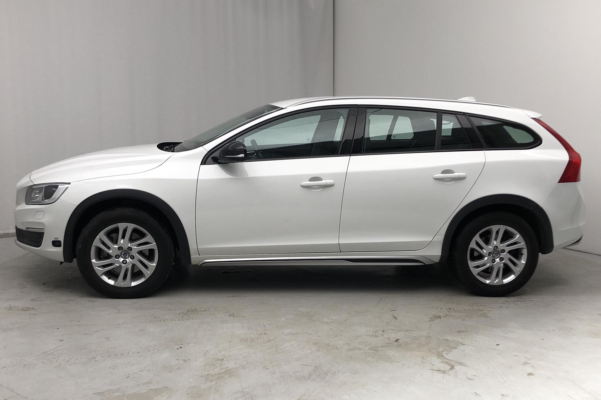 Volvo V60 D3 Cross Country (150hk) - 0 km - Automatic - white - 2018