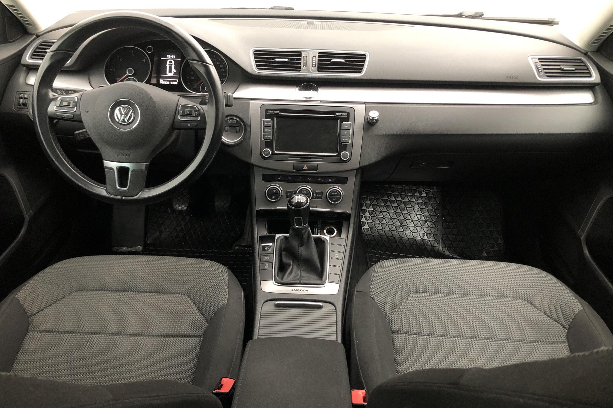 VW Passat 2.0 TDI BlueMotion Technology Variant 4Motion (140hk) - 10 388 mil - Manuell - svart - 2013