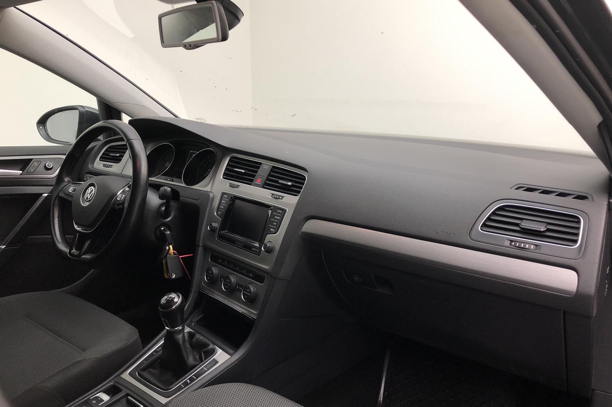 VW Golf VII 1.6 TDI BlueMotion Technology Sportscombi (105hk) - 14 128 mil - Manuell - Dark Grey - 2014