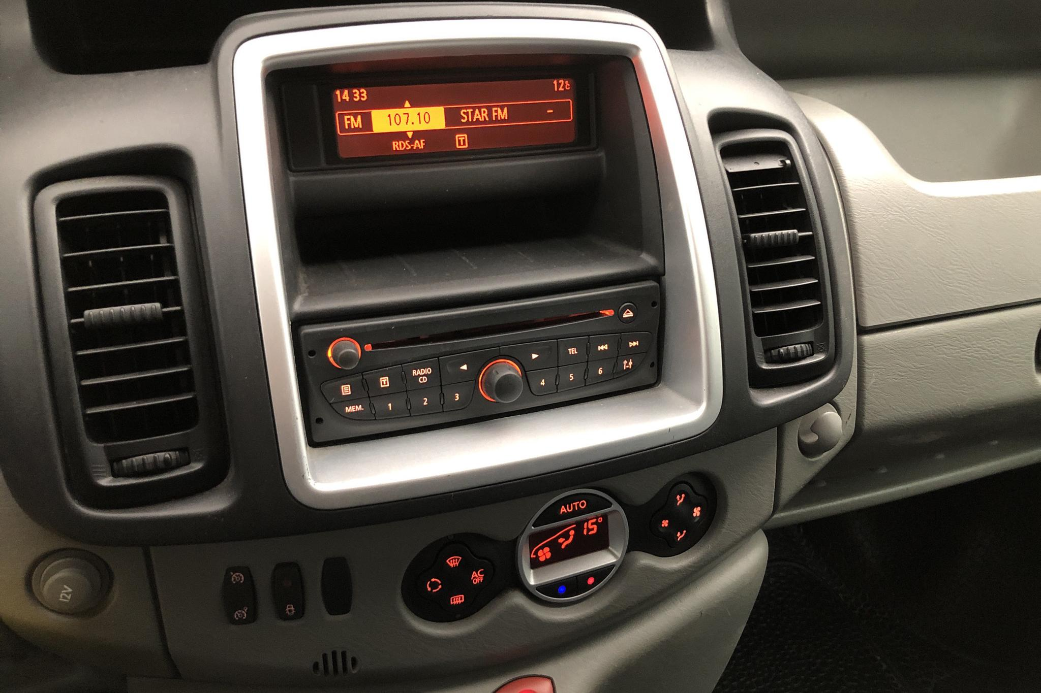 Renault Trafic 2.0 dCi Skåp (115hk) - 0 km - Manual - white - 2014