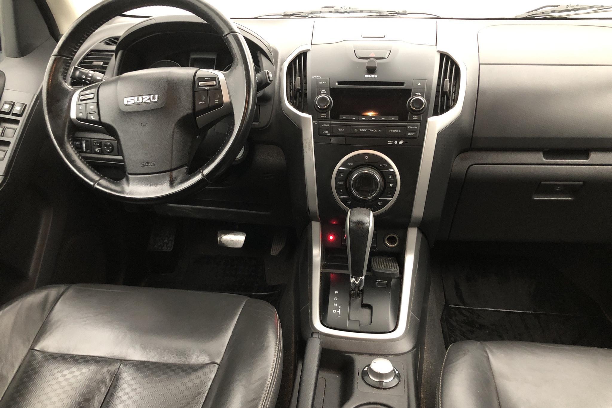 Isuzu D-MAX 2.5 DDI 4WD (163hk) - 0 km - Automatic - black - 2015