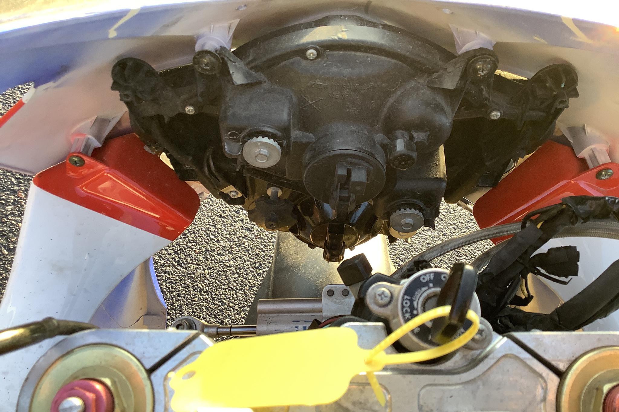 Suzuki GSX-R 1000 Motorcykel Reparations/reservdelsobjekt - 0 mil - silver