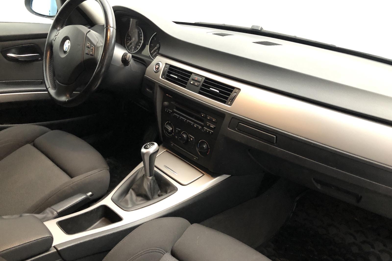 BMW 320i Touring, E91 (150hk) - 13 000 mil - Manuell - Light Grey - 2006