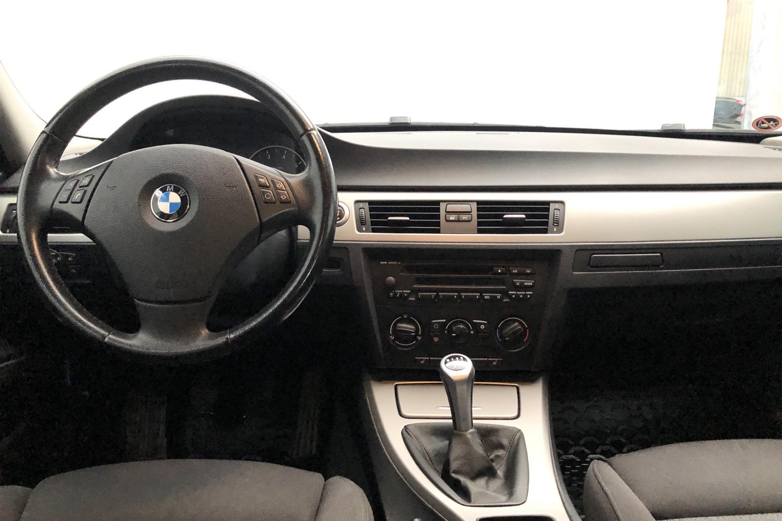 BMW 320i Touring, E91 (150hk) - 130 000 km - Manual - Light Grey - 2006