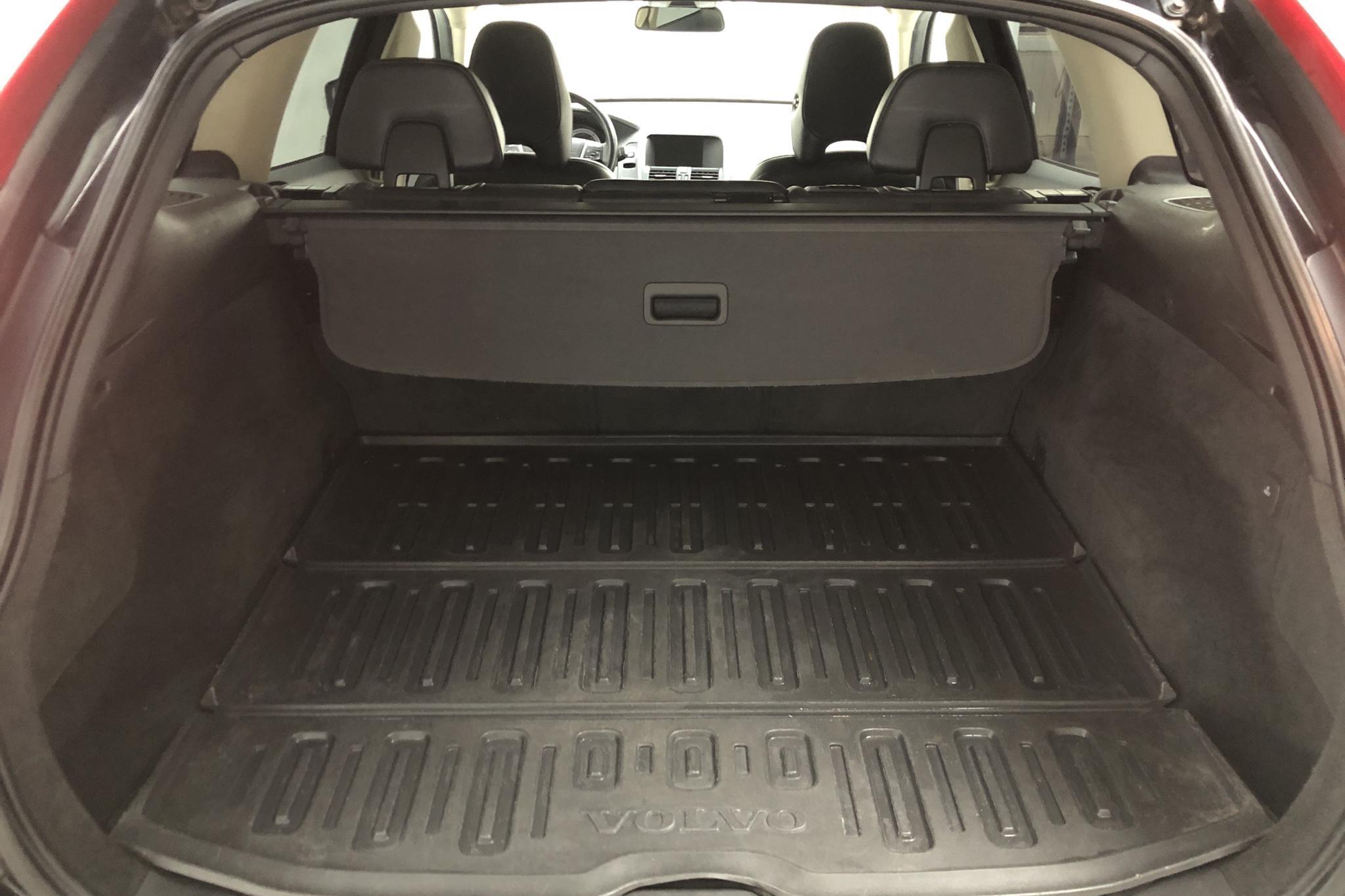 Volvo XC60 D5 AWD  Summum Nav.(205hk) - 20 201 mil - Automat - svart - 2011