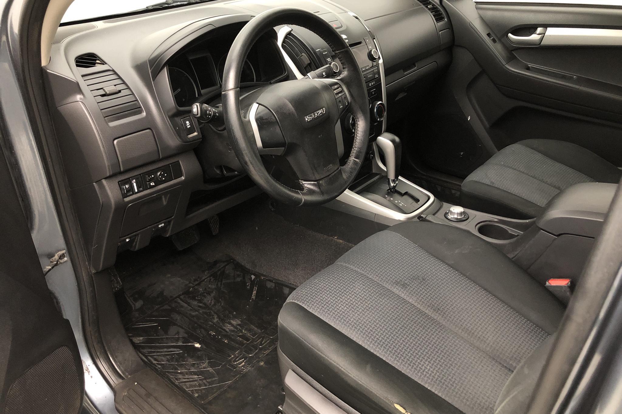 Isuzu D-MAX 2.5 DDI 4WD (163hk) - 6 986 mil - Automat - Light Grey - 2015