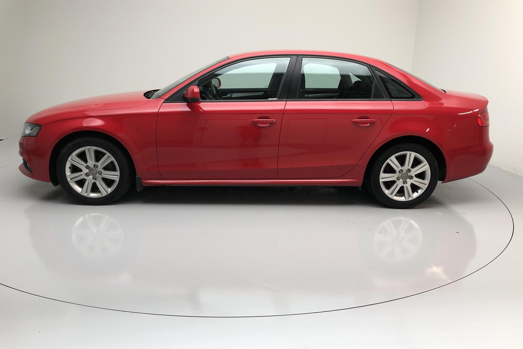 Audi A4 2.0 TFSI quattro (211hk) - 170 000 km - Manual - red - 2011
