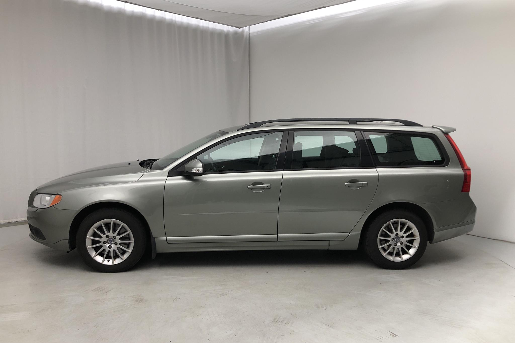 Volvo V70 II 2.4D (163hk) - 217 500 km - Automatic - Light Green - 2008