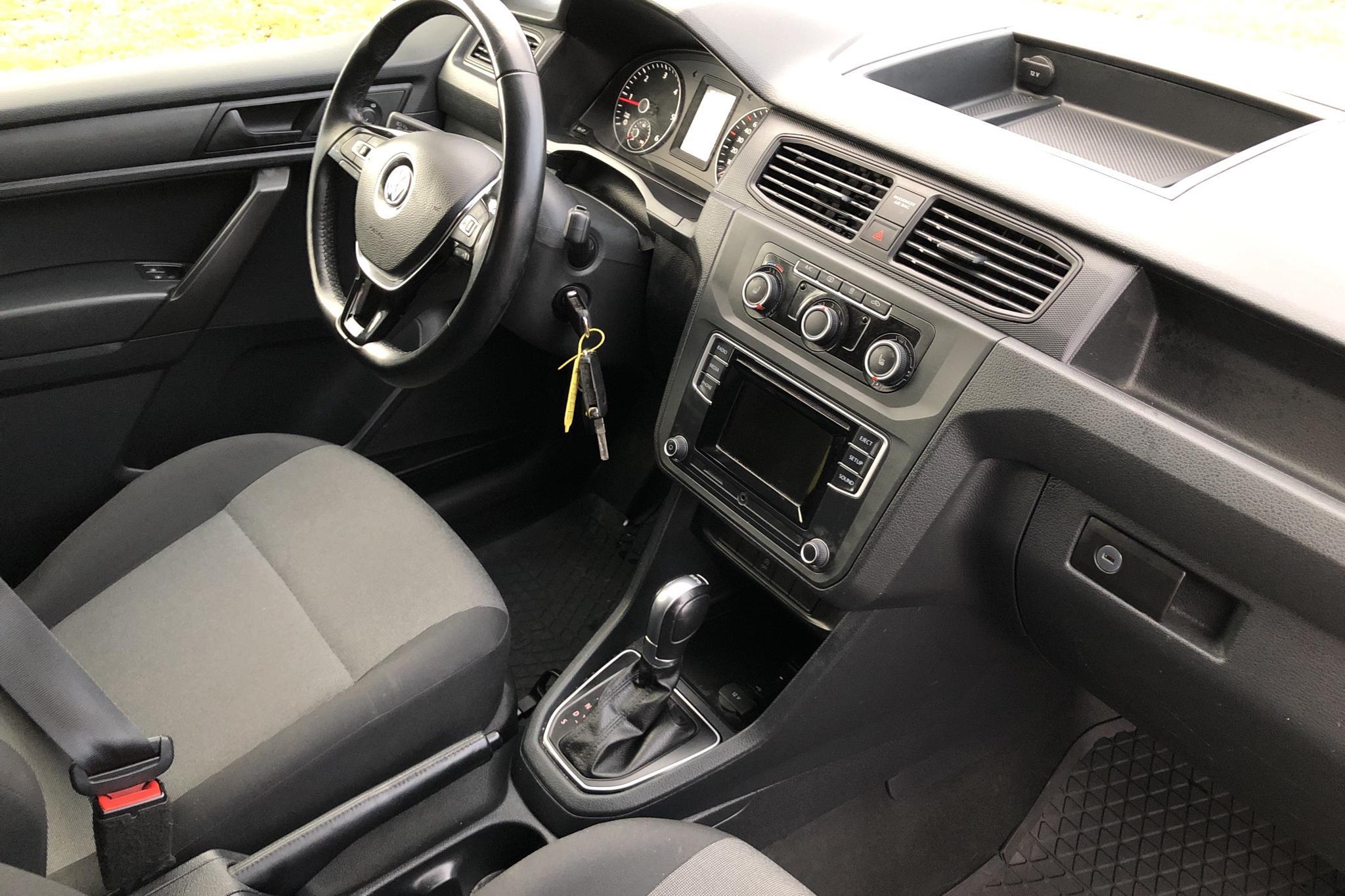 VW Caddy 2.0 TDI Skåp (102hk) - 30 270 km - Automatic - white - 2016