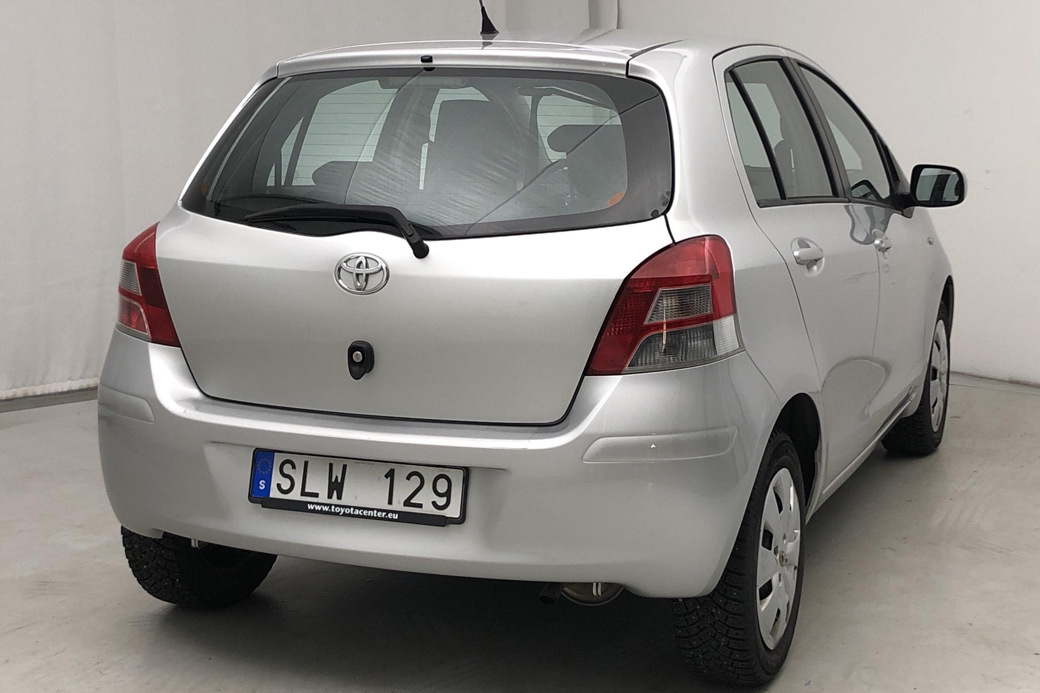 Toyota Yaris 1.0 5dr (69hk) - 99 340 km - Manual - silver - 2010