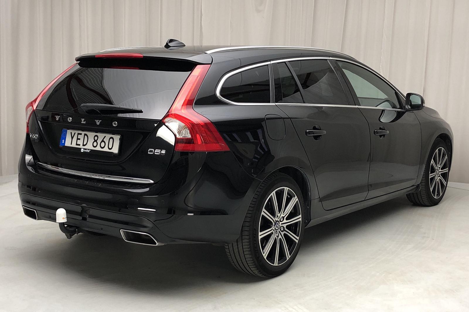 Volvo V60 D5 AWD Twin Engine (163hk) - 6 900 mil - Automat - svart - 2017