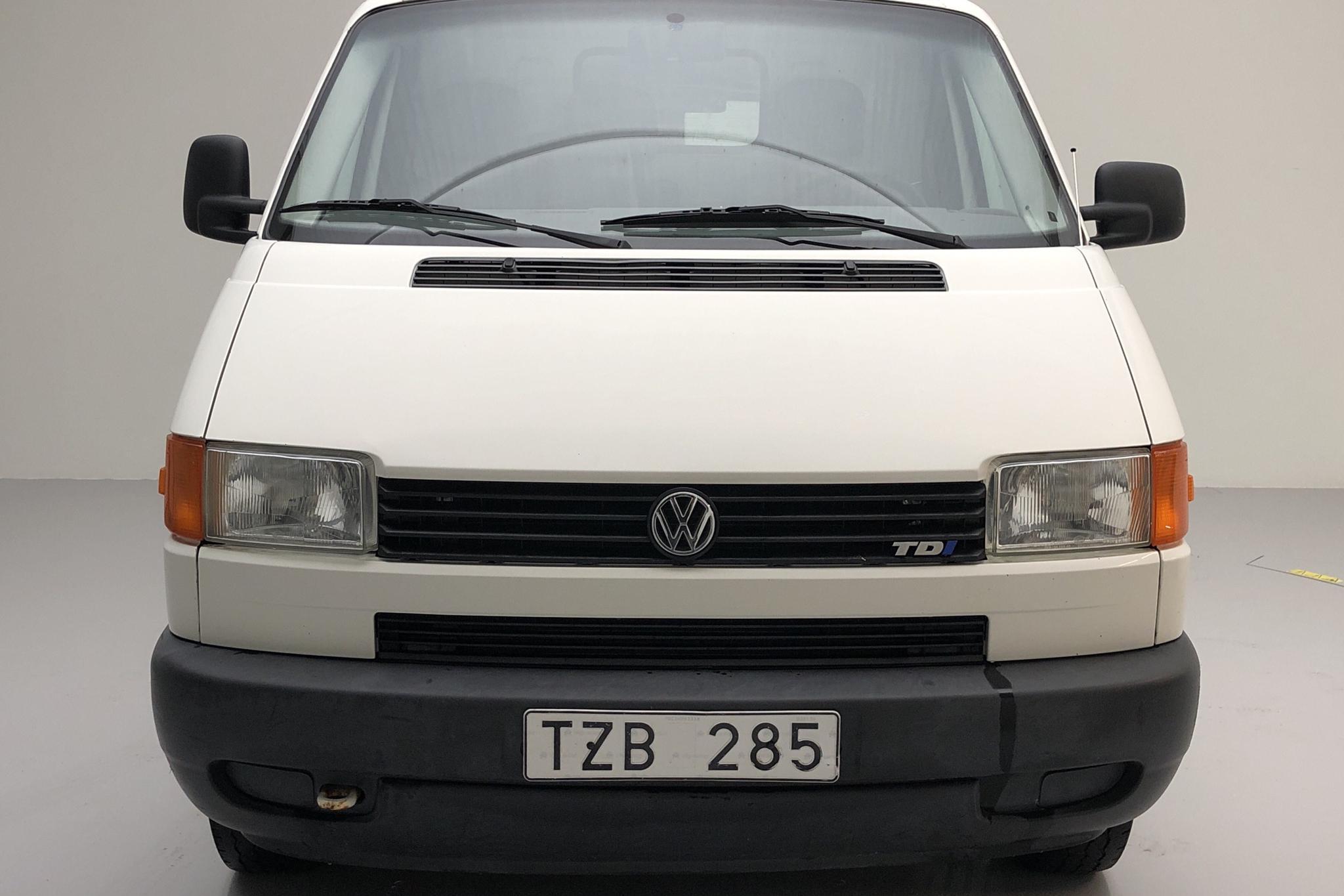 VW Transporter T4 2.5 TDI (88hk) - 12 182 mil - Manuell - vit - 2003