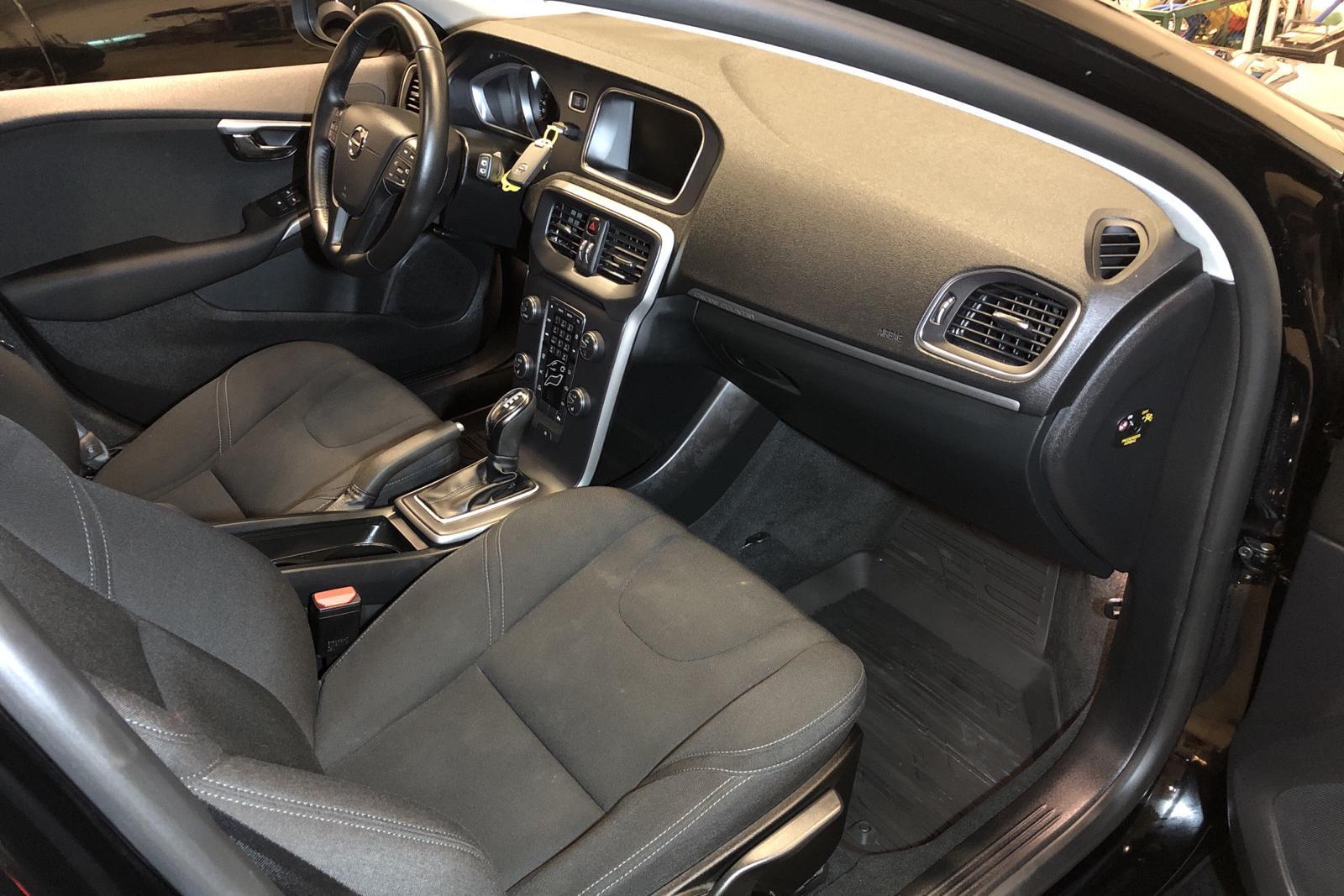 Volvo V40 Cross Country D2 (120hk) - 74 030 km - Automatic - black - 2018