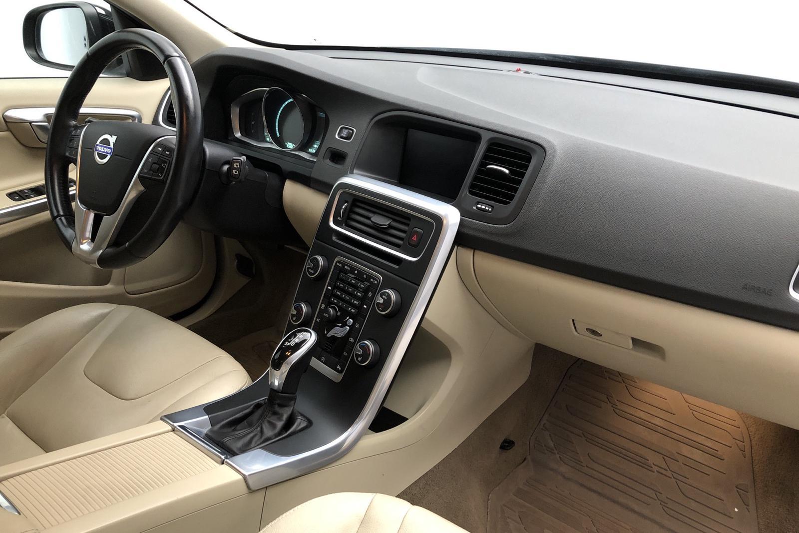 Volvo V60 D4 (181hk) - 52 860 km - Automatic - black - 2014